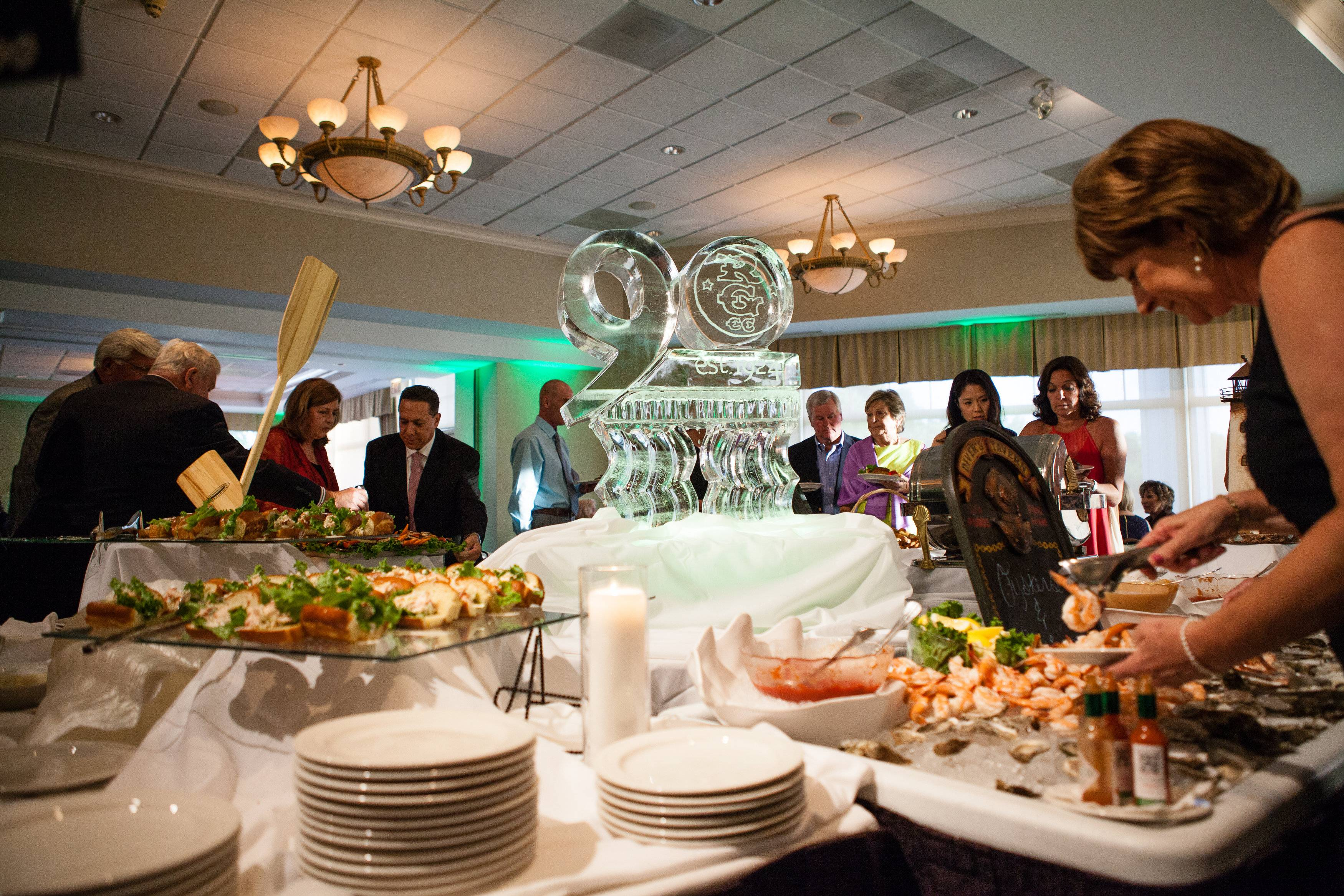 Members at Rolling Green enjoying the fresh seafood station prepared by Chef Jesse Quinonez.Autumn and Melinda Photography