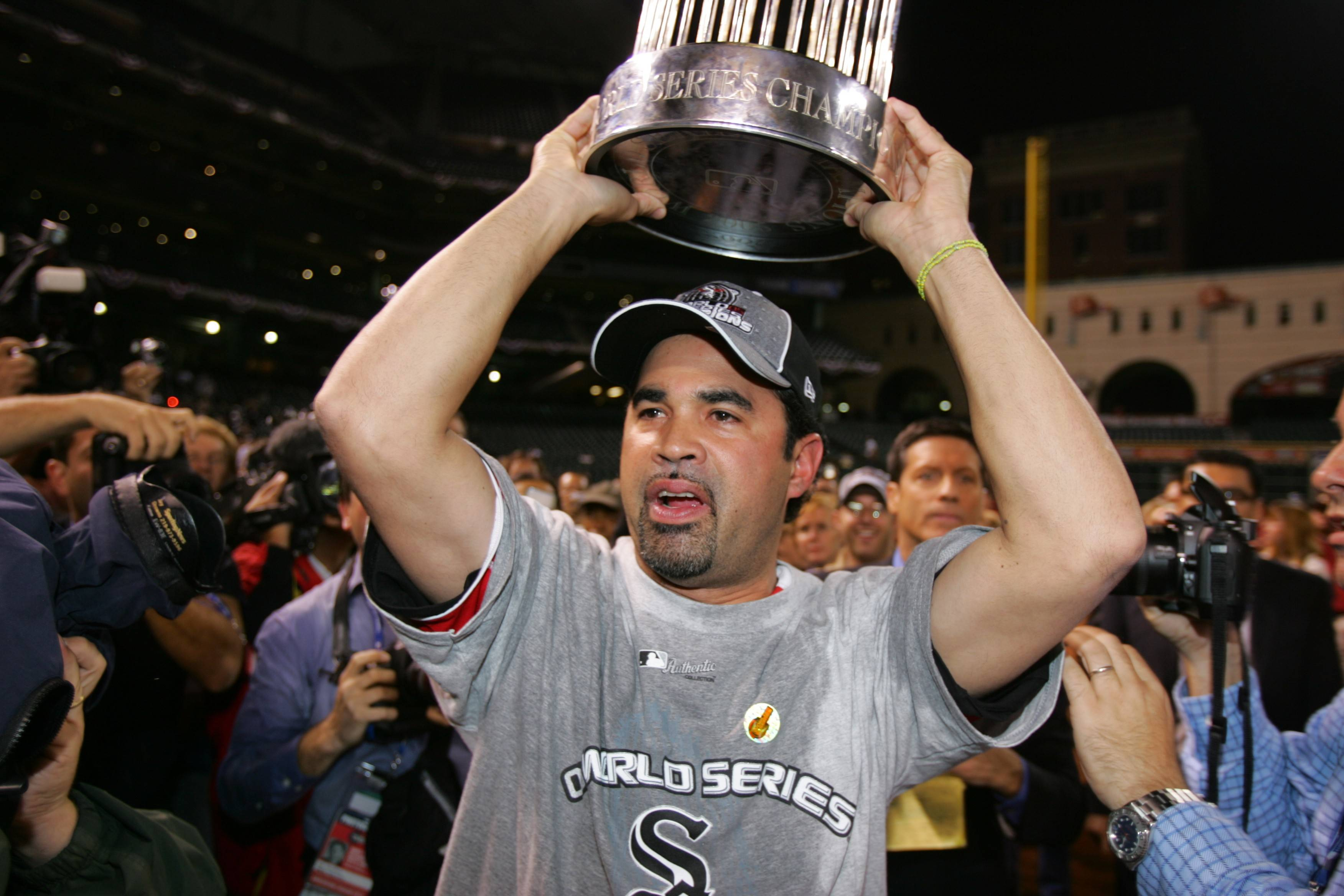 Former Chicago White Sox player and manager Ozzie Guillen will sign autographs and meet with fans at the Fanatics Authentic Sports Spectacular event in Rosemont.
