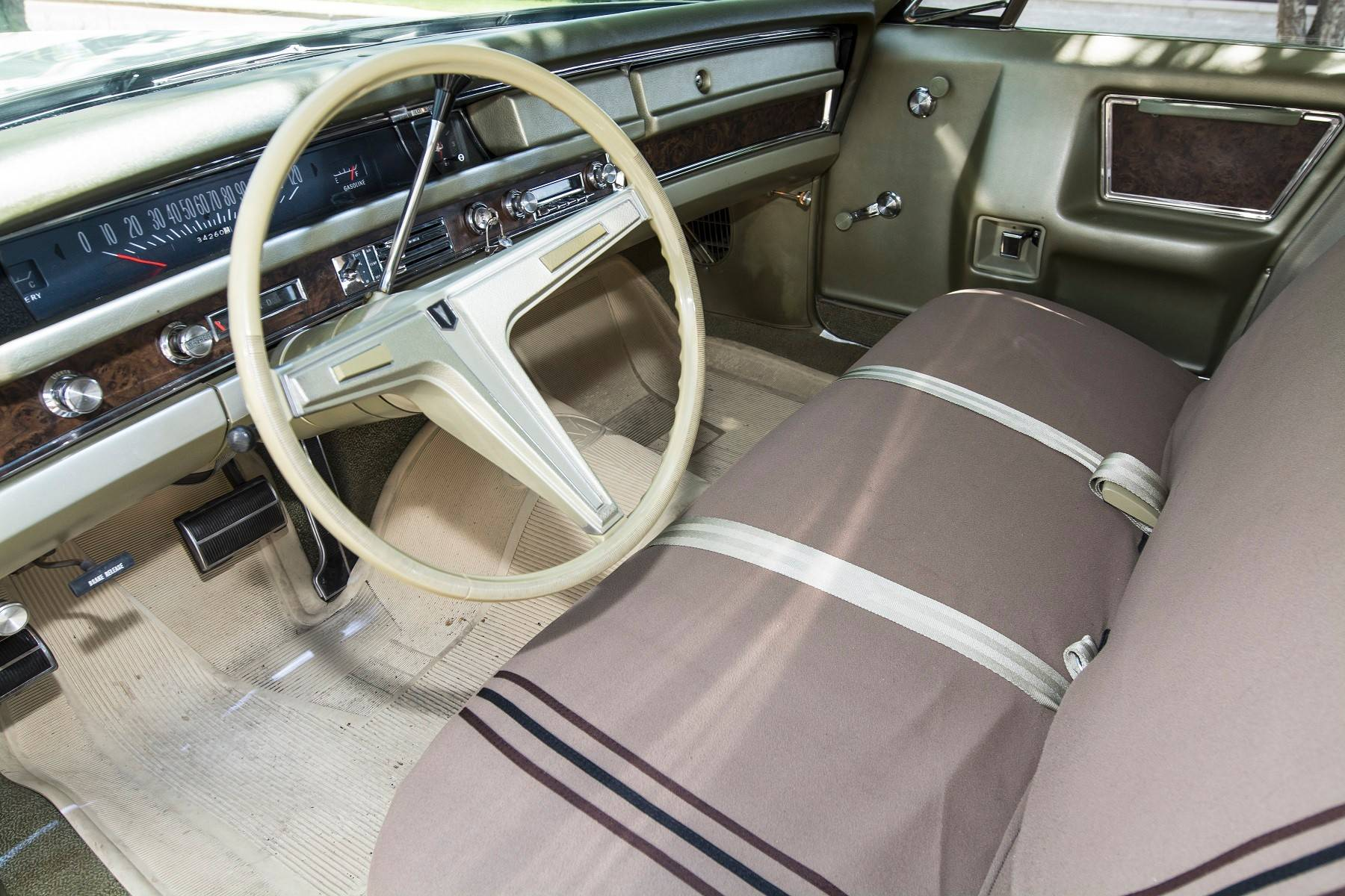 The full-size Pontiac Grande Parisienne has a large and comfortable interior.