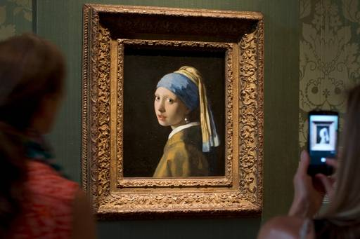 essay on the girl with the pearl earring Girl with a pearl earring one of johannes vermeer's mysterious artworks which are universally recognized is the girl with a pearl earring this piece of artwork still poses a few unanswered questions and wonders after more than a century of studies.