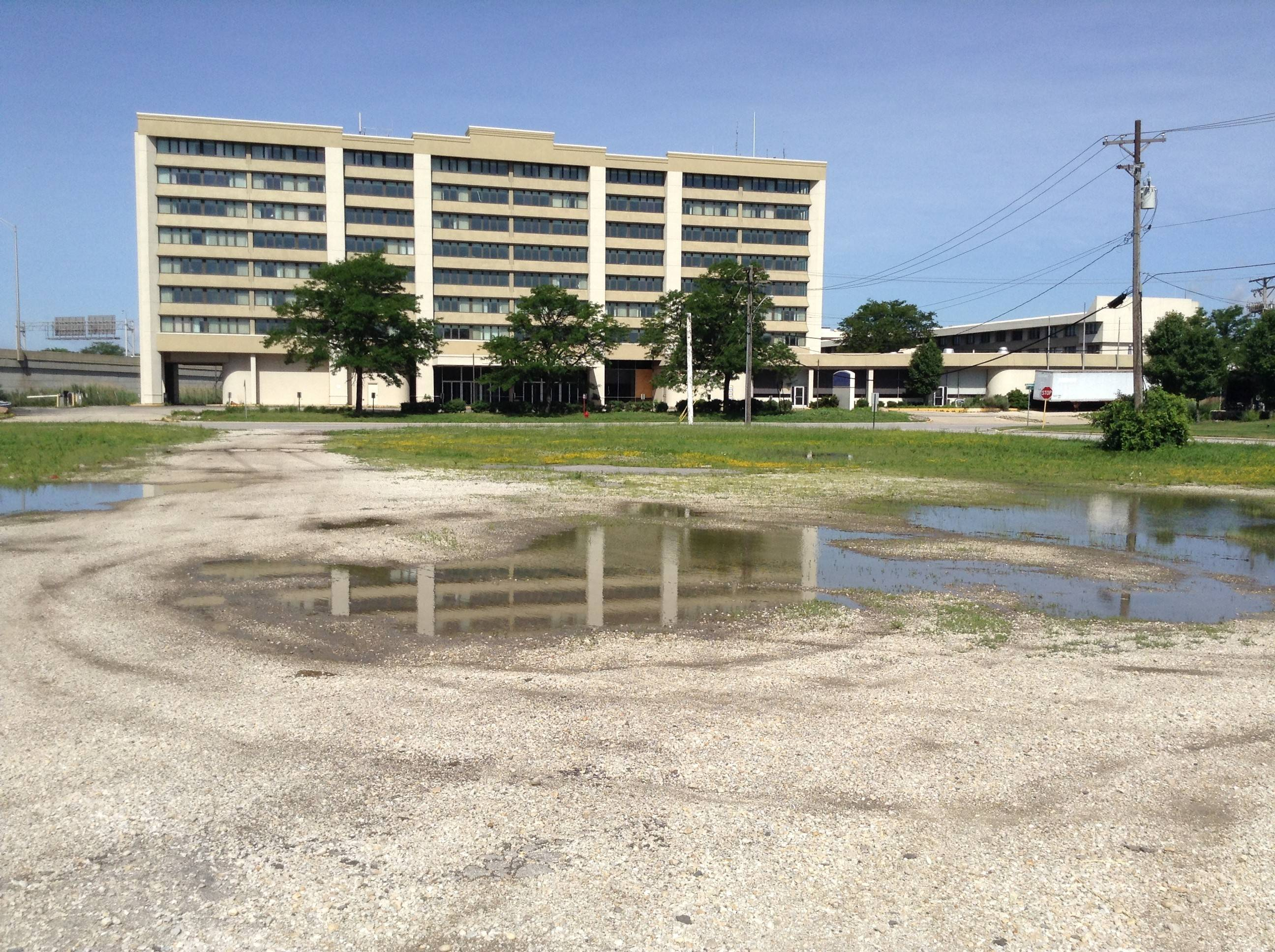 A bank-owned vacant lot at Mannheim Road and Pratt Avenue is within the boundaries of a proposed, reconfigured Des Plaines tax increment financing district. It sits across the street from a shuttered hotel, which is now being renovated and sits within a Rosemont TIF.