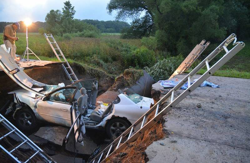 San Juanita Pineda found herself inside a sinkhole early Tuesday morning on Thomas Road in Kane County while out delivering newspapers. After her car fell into the hole, a pickup truck drove over it.