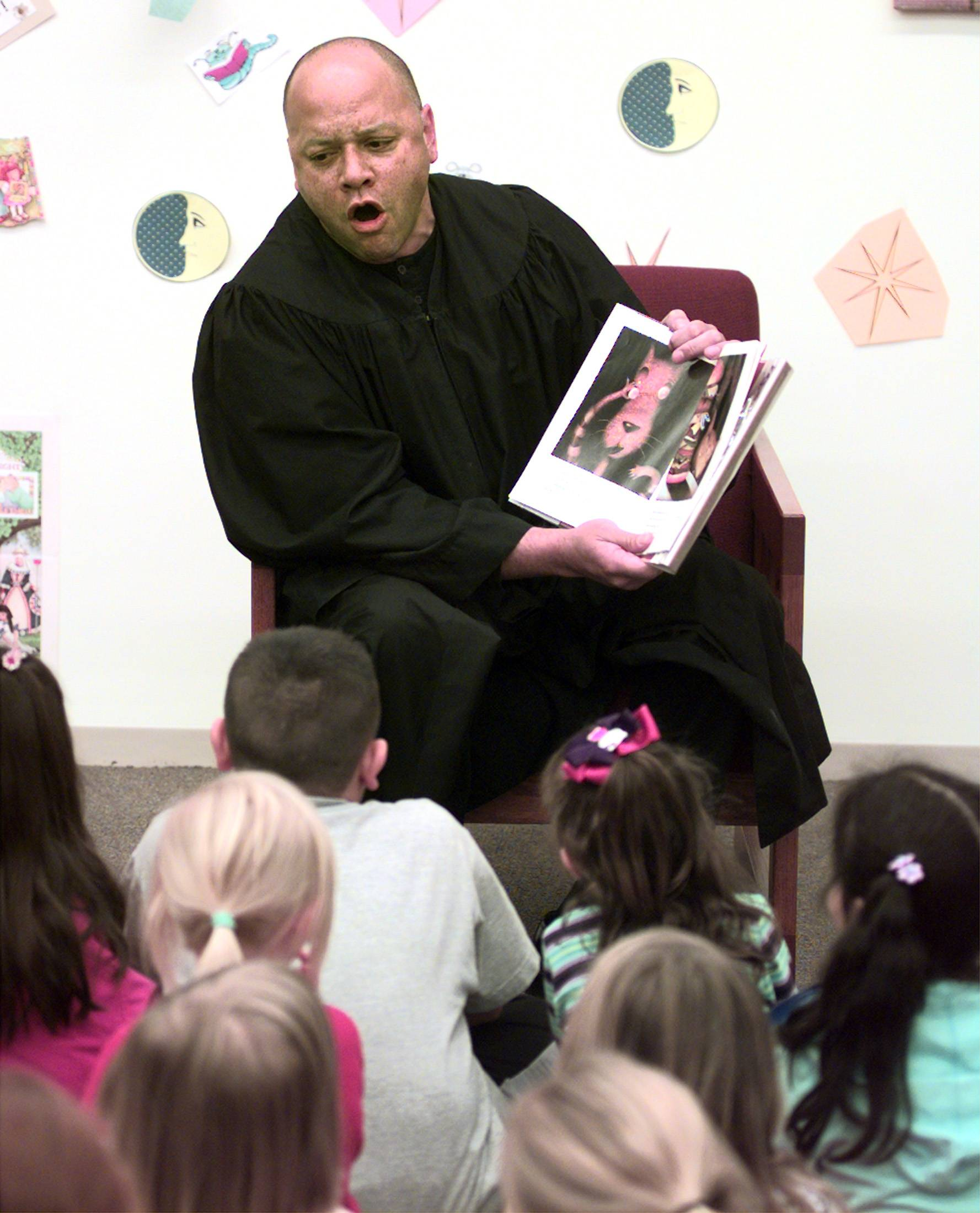Judge F. Keith Brown reads to children at the Kane County Judicial Center in Geneva during the 5th annual Family Reading night in 2002.