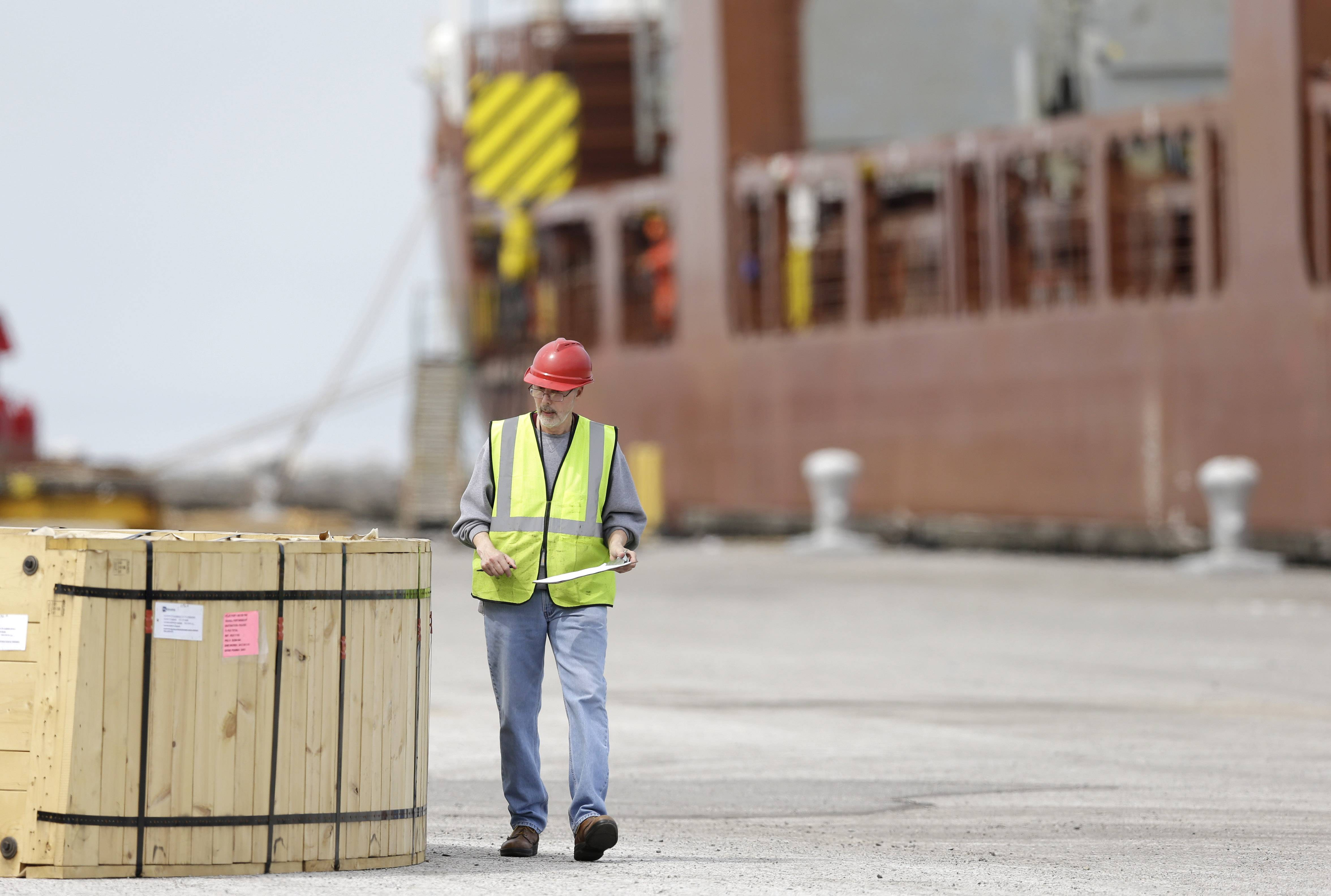 The U.S. trade deficit fell in May as U.S. exports hit an all-time high, helped by a jump in exports of petroleum products. Imports dipped slightly. The trade deficit narrowed 5.6 percent in May to $44.4 billion after hitting a two-year high of $47 billion in April, the Commerce Department reported Thursday.