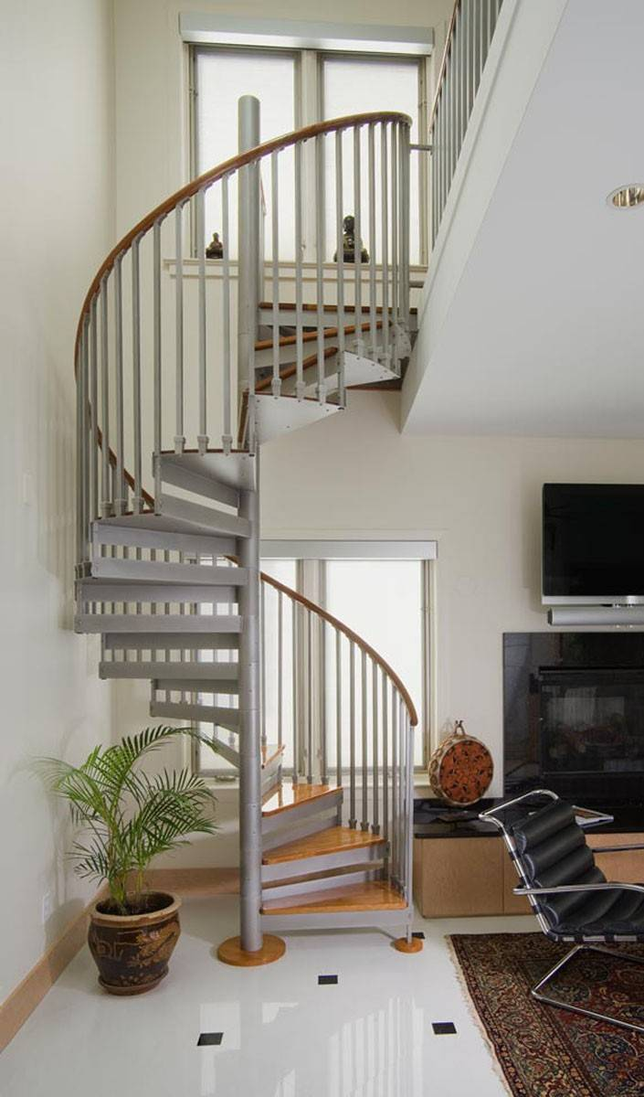 Spiral staircases became popular in England in the 1870s.