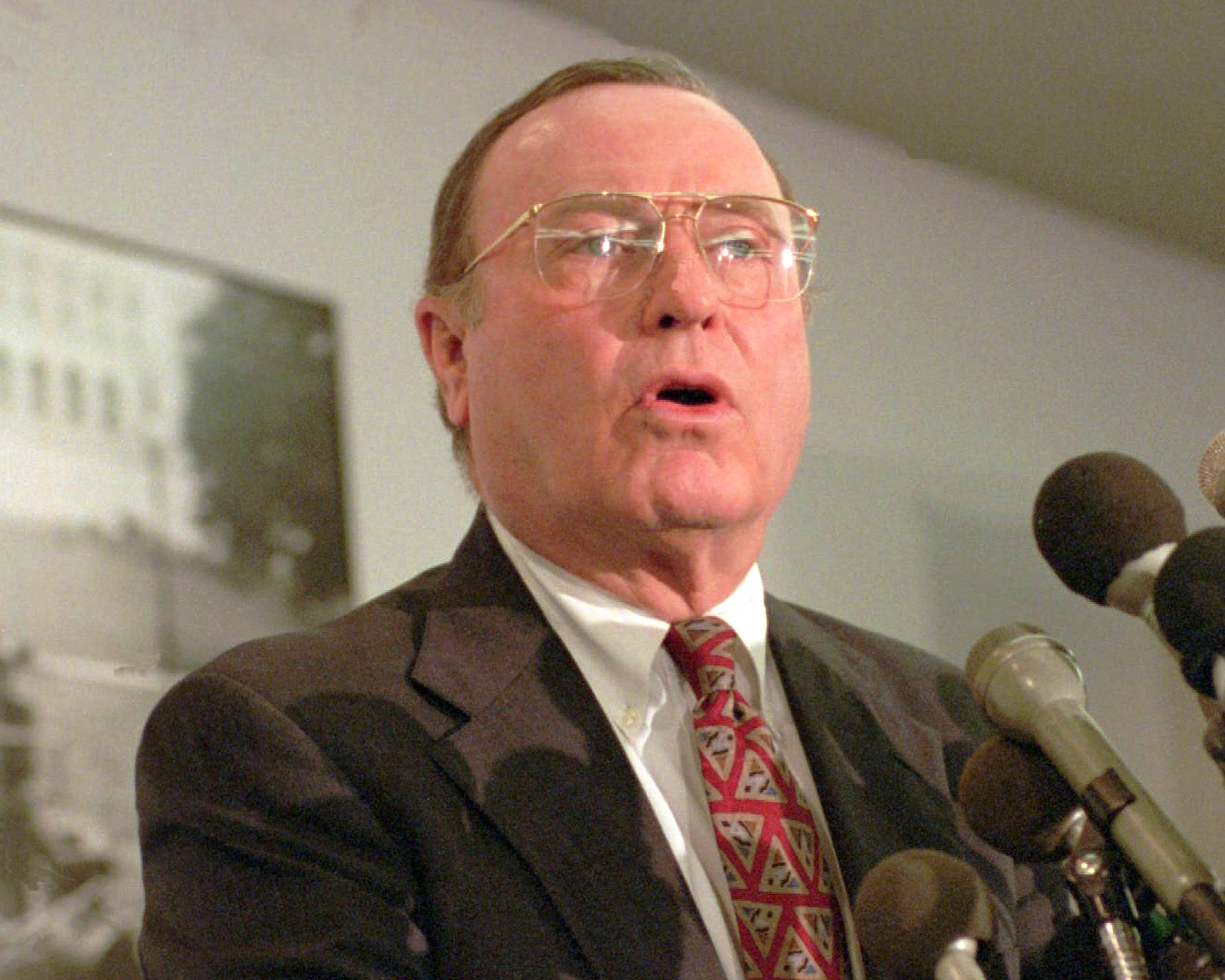 AP Photo Former Democratic U.S. Sen. Alan Dixon died Sunday at his home in Fairview Heights. He is shown here in 1995.