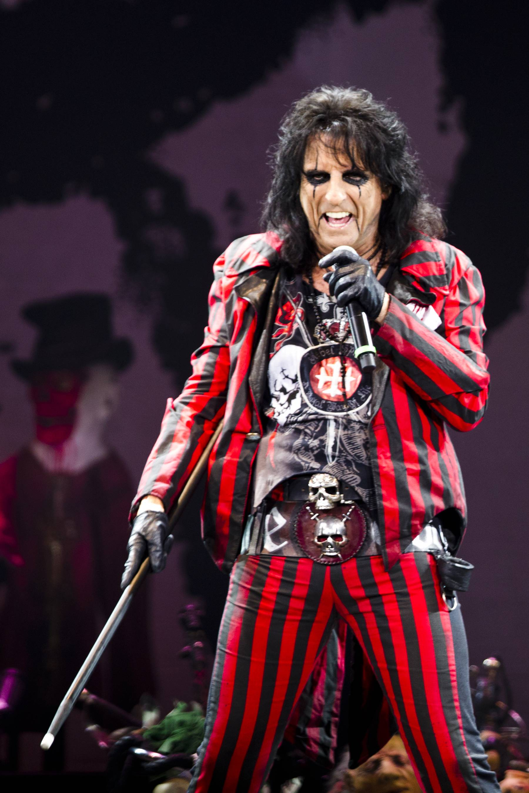 Alice Cooper stopped at White Castle's company headquarters in Columbus on Monday to be inducted into the restaurant's Craver Hall of Fame.