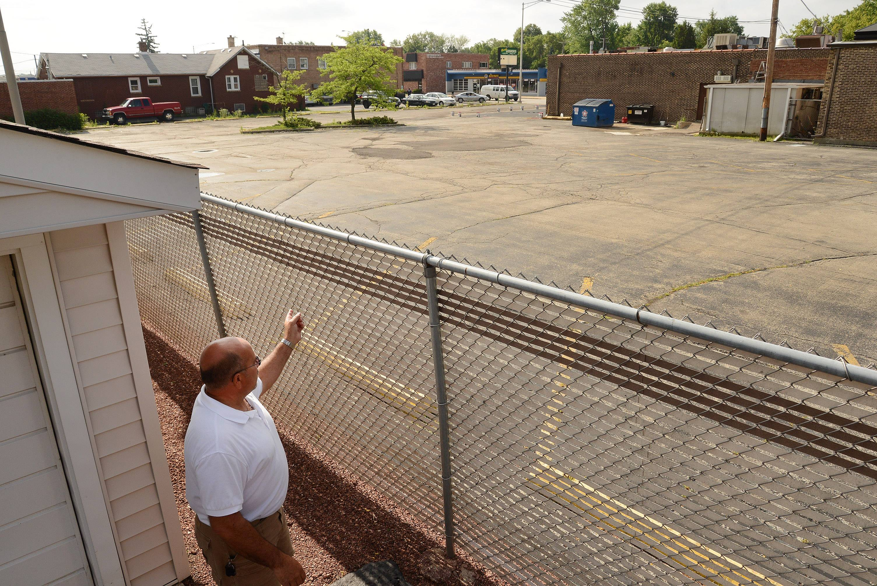Bob Nicioli gestures from his driveway in Des Plaines toward the Black Ram restaurant, which he and other neighbors say is the source of late-night noise. Neighbors say the restaurant's plan to build an outdoor patio will only make matters worse.