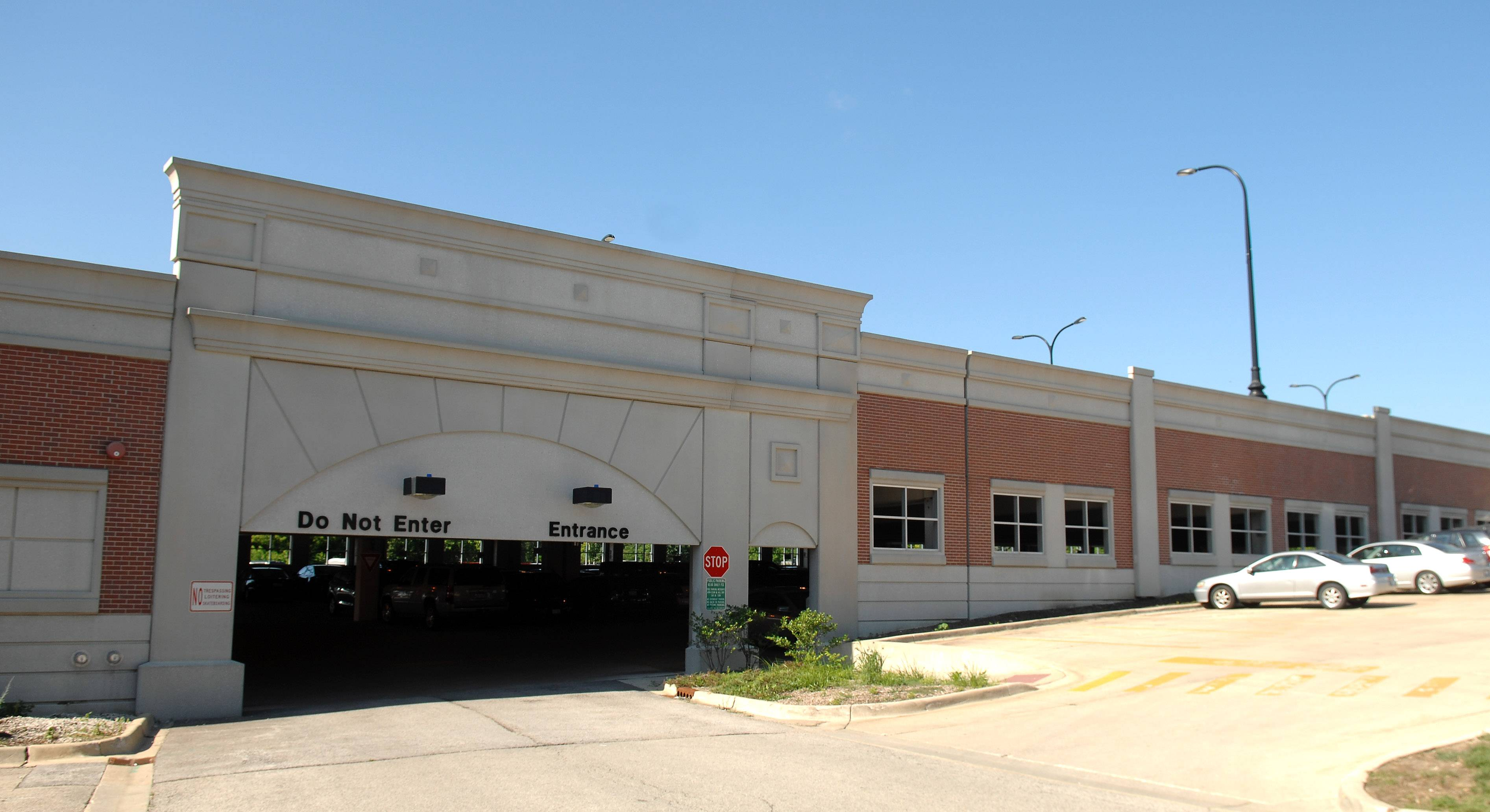 Geneva will get a third level on its parking garage, which it has wanted since it started planning the garage in 2001. The city council approved a construction contract Monday.