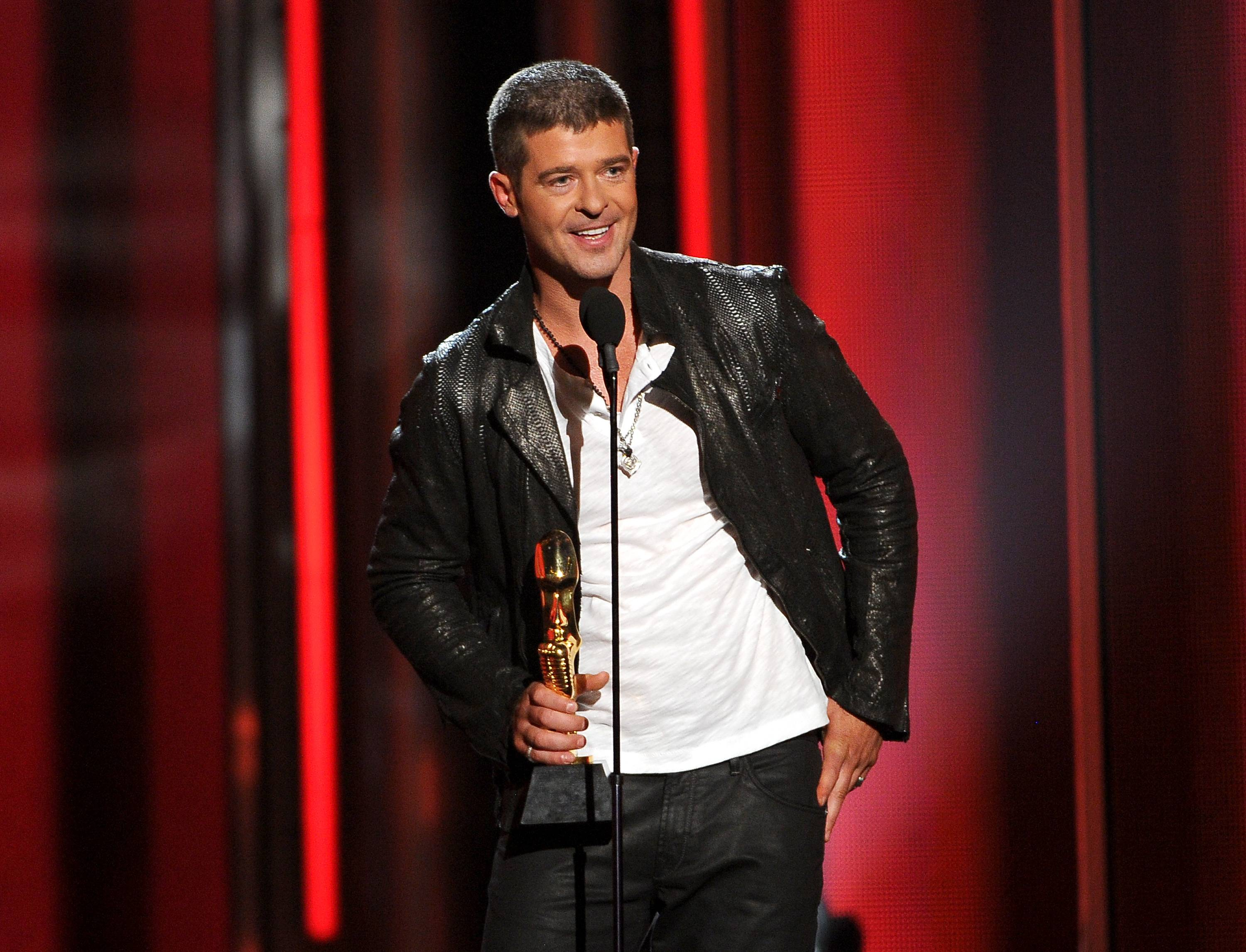 "Robin Thicke's new album, ""Paula,"" only sold 24,000 units in its debut week in the United States. It's a far cry from his ""Blurred Lines"" album, which sold 177,000 units when it debuted last July."