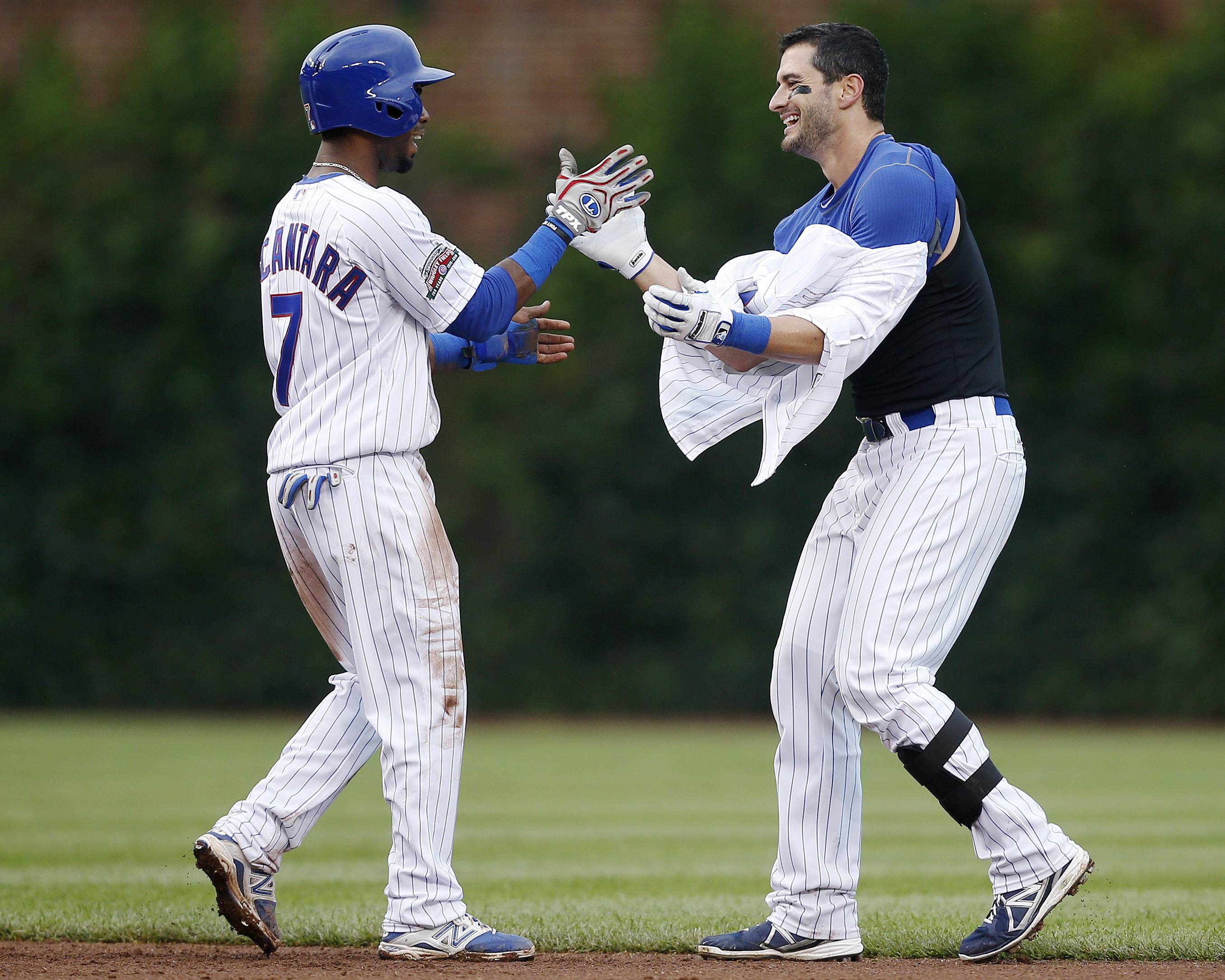 Arismendy Alcantara, left, celebrates with Justin Ruggiano after Ruggiano hit a game-winning RBI single, allowing Alcantara to score, Friday against the Atlanta Braves.