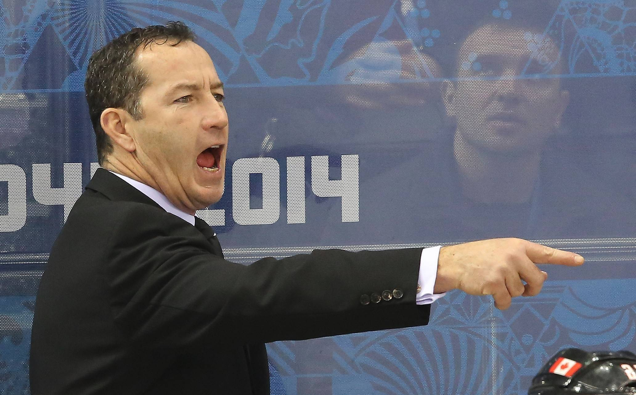 Hawks add Dineen to Quenneville's staff
