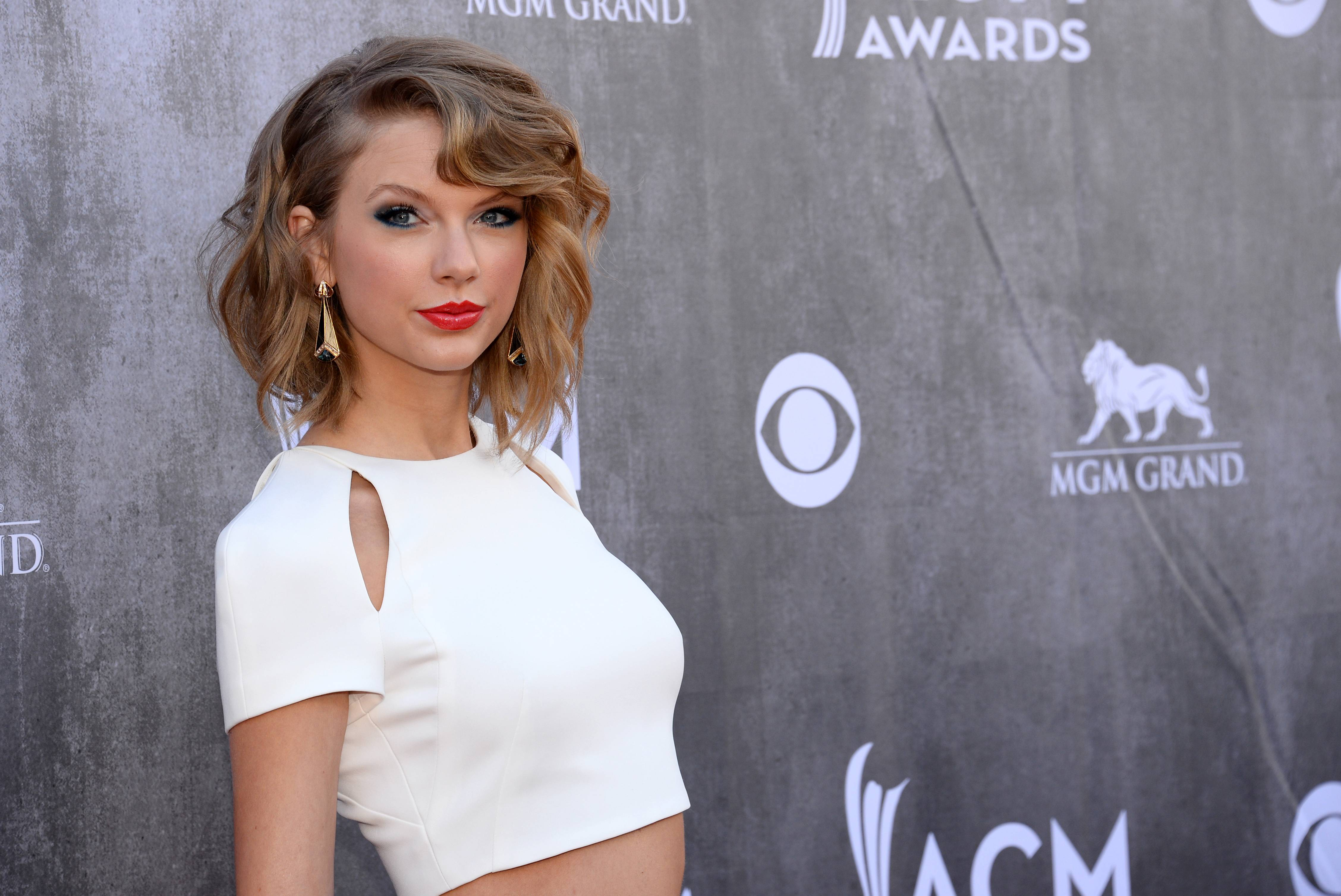 Three Connecticut residents have pleaded not guilty to causing a disturbance at a Rhode Island house owned by Taylor Swift.