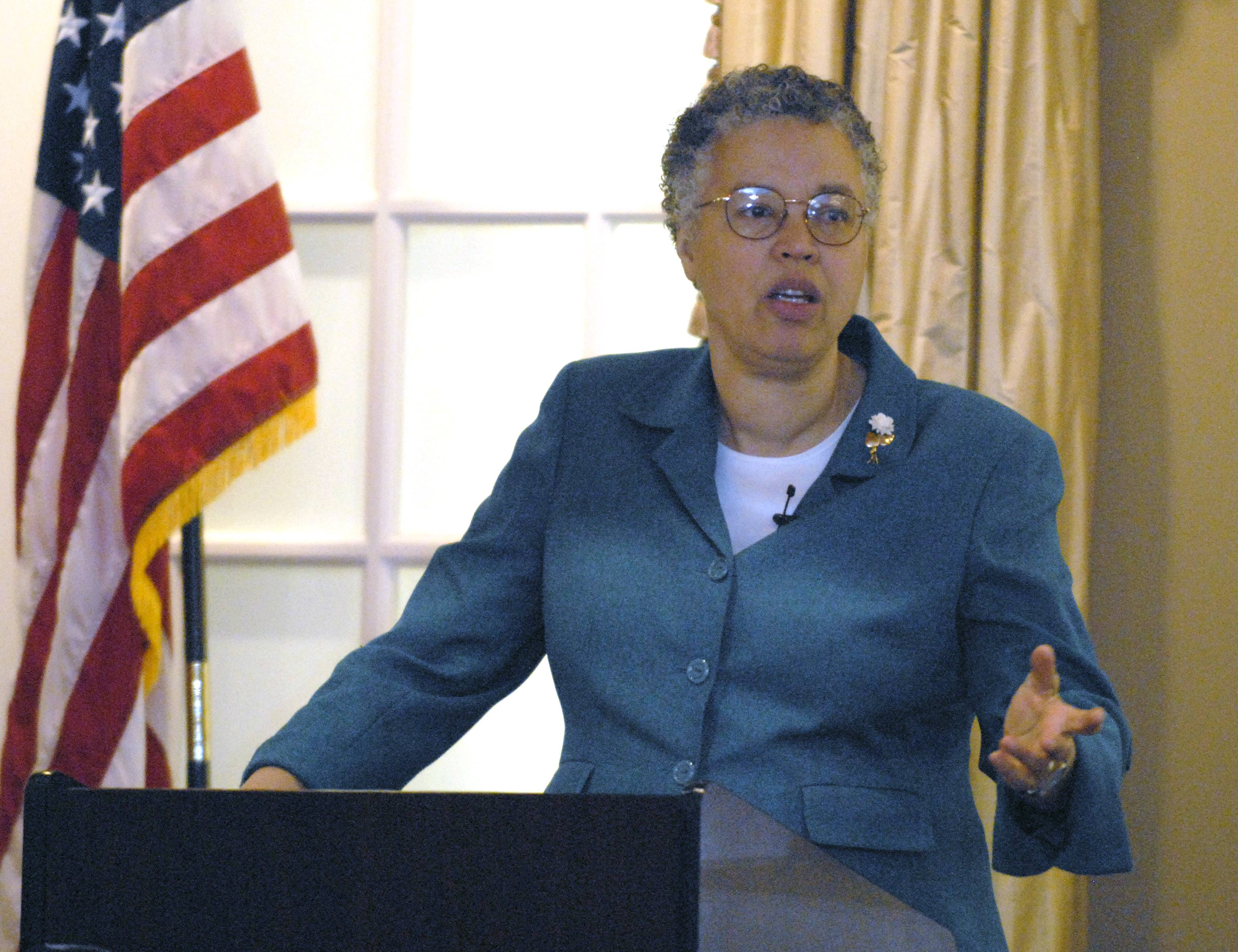 Cook County Board President Toni Preckwinkle announced Tuesday that she will not run for mayor of Chicago, multiple media outlets reported.