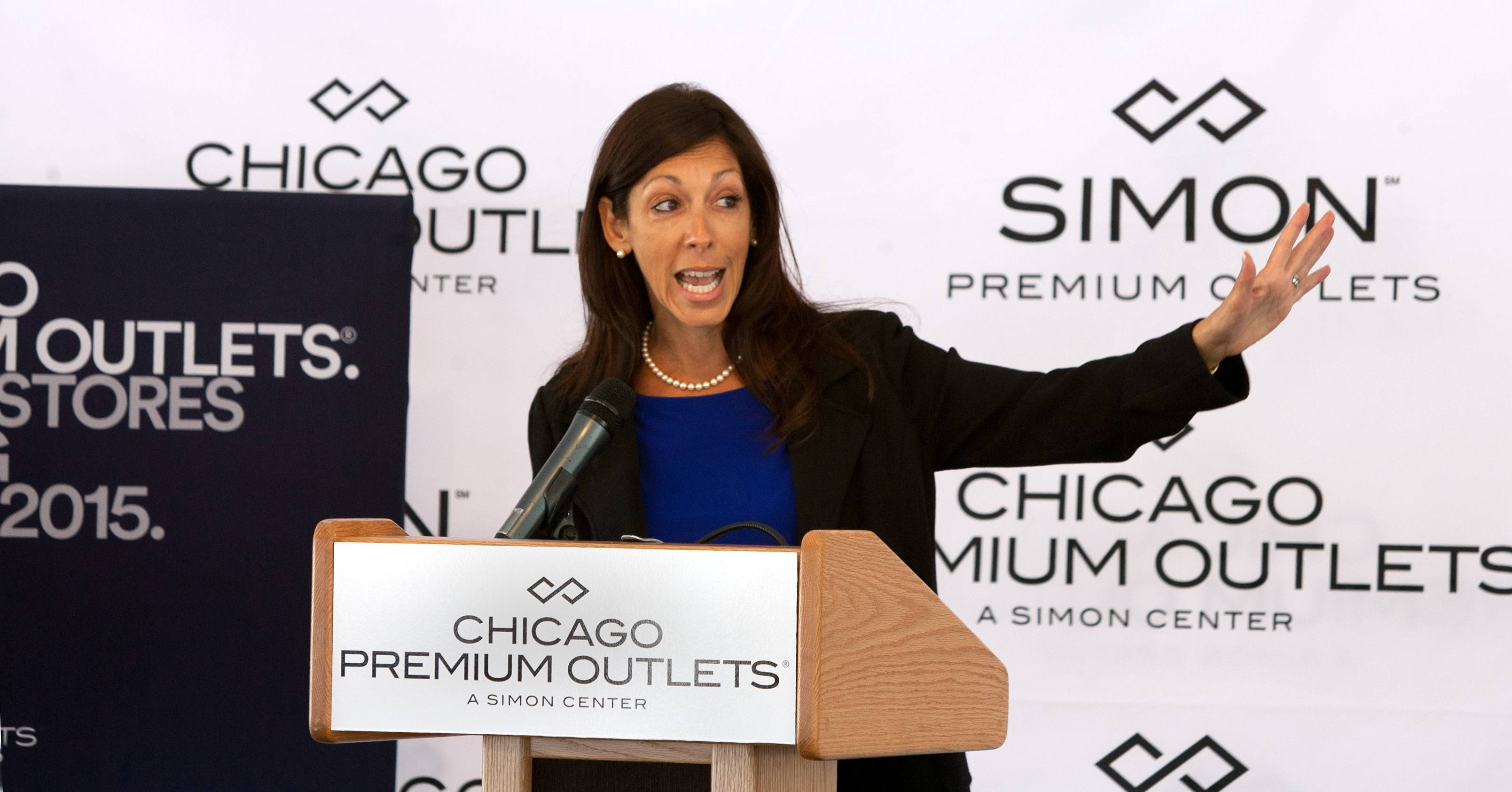 Danielle De Vita, senior vice president of development and acquisitions for Simon Premium Outlets, speaks Wednesday before a groundbreaking for a 50-store expansion of Chicago Premium Outlets in Aurora.