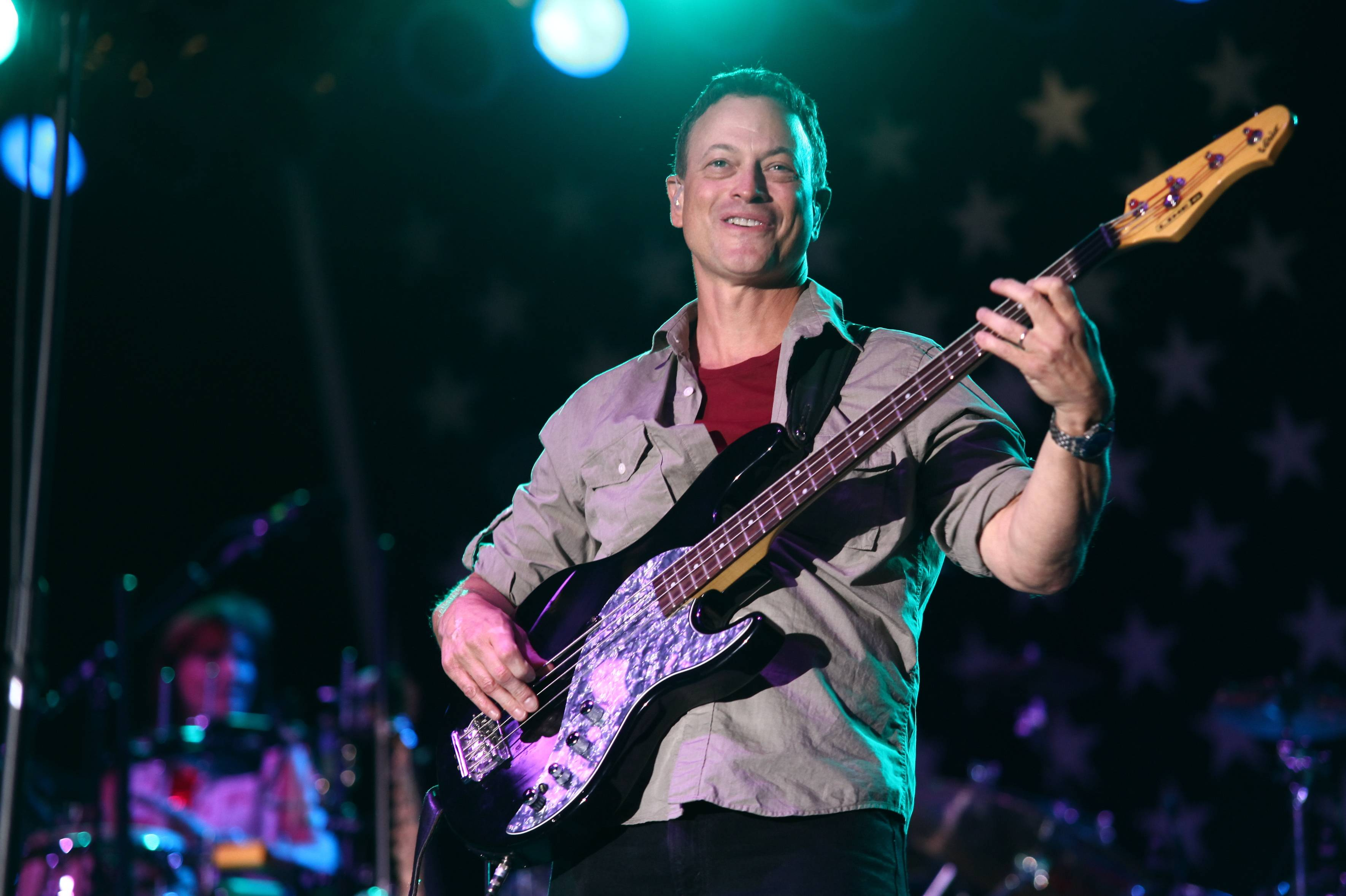 Gary Sinise, who went to school in Glen Ellyn, has traveled around the world to perform for troops serving overseas.