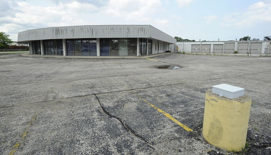 The property at the intersection of Mount Prospect and Golf roads is rumored to be the new home of Mariano's grocery store in Des Plaines, but various people involved in the land say it's far from official.