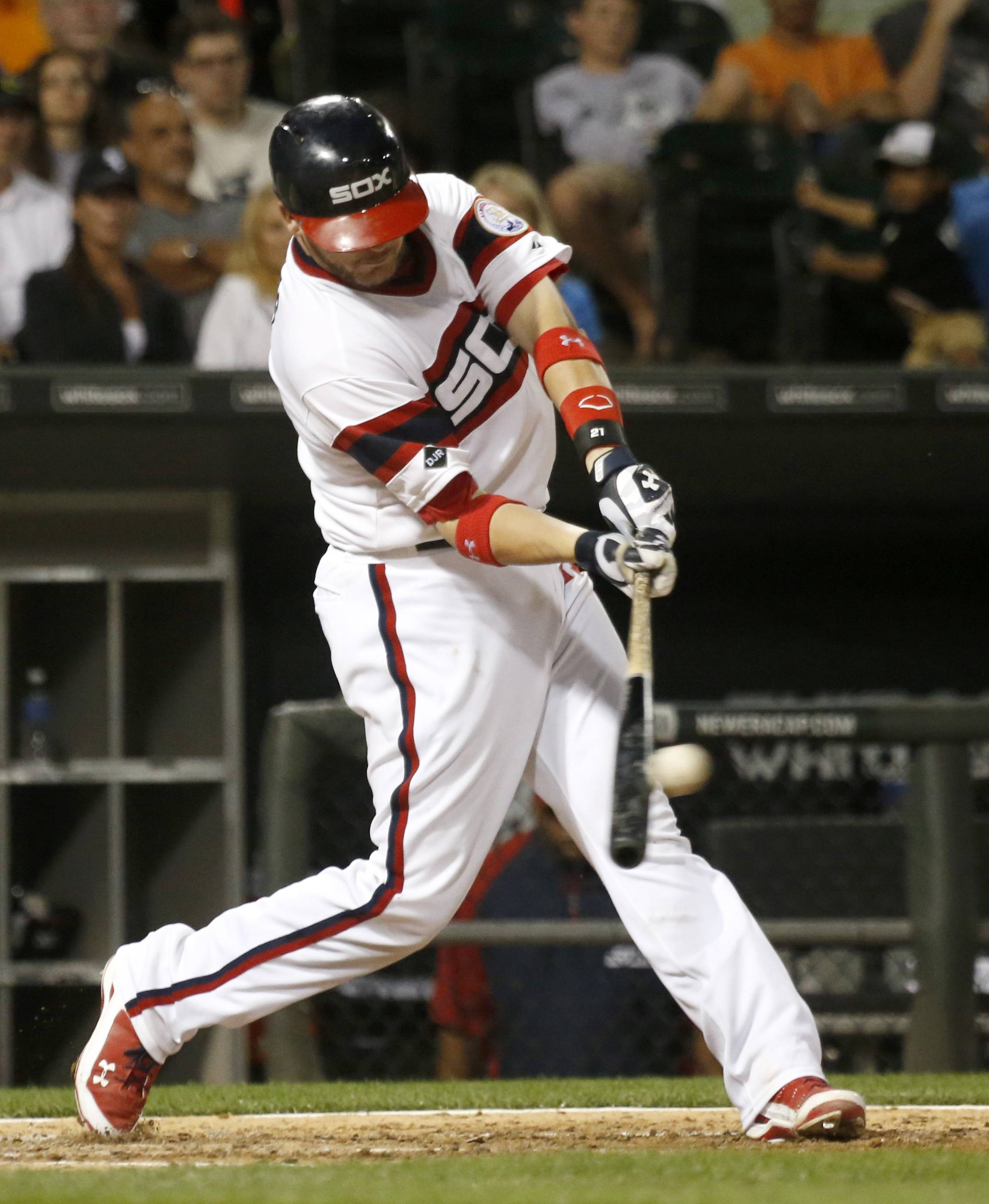 Tyler Flowers delivers an RBI double that proves to be the game-winning hit in the White Sox' win over the Astros on Friday at U.S. Cellular Field.