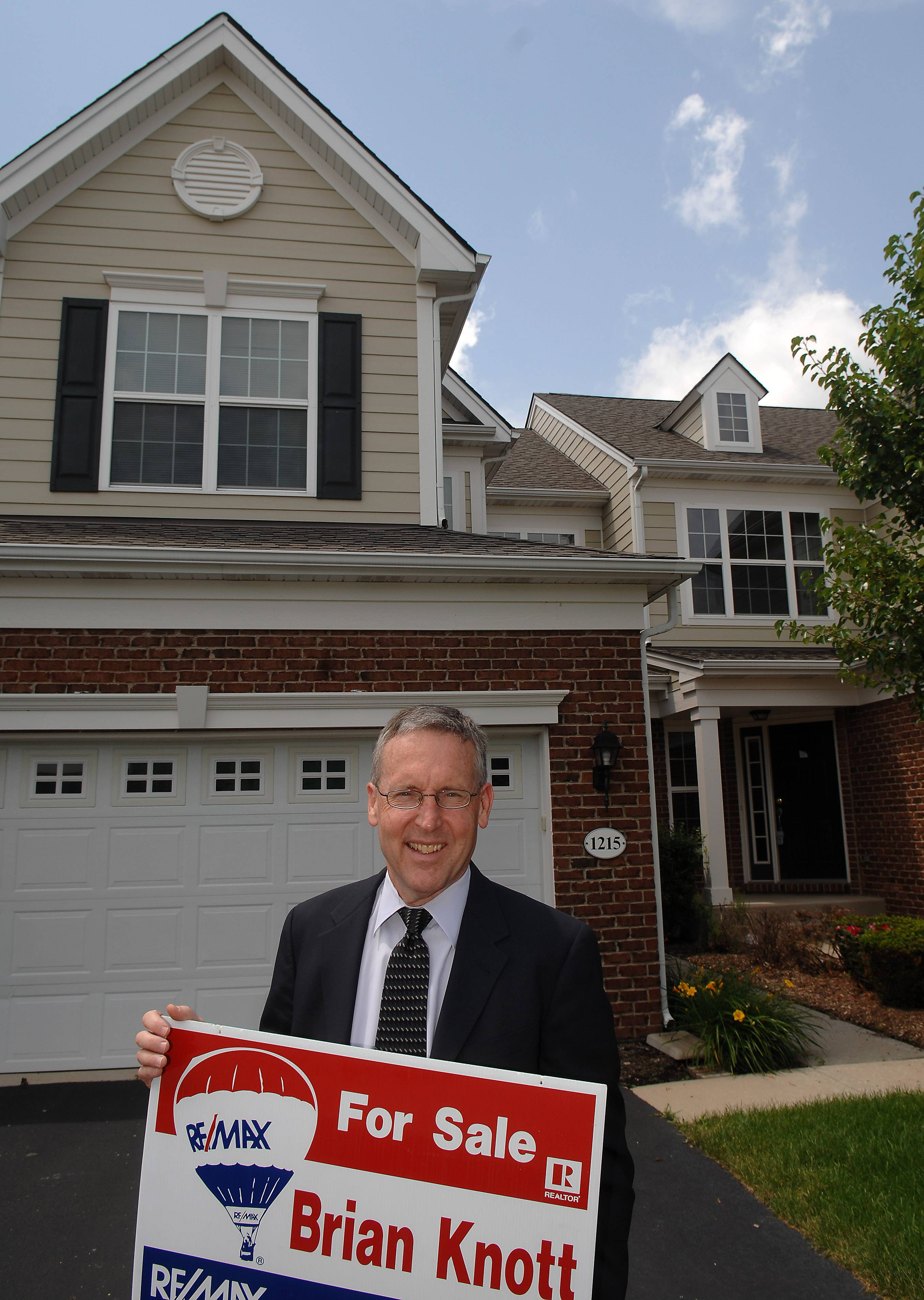 Brian Knott, a broker with RE/MAX Horizon in Elgin, is now listing a home on Falcon Ridge Drive.
