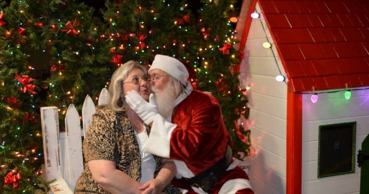 How Santa keeps his cool at Banana Split\'s Christmas in July