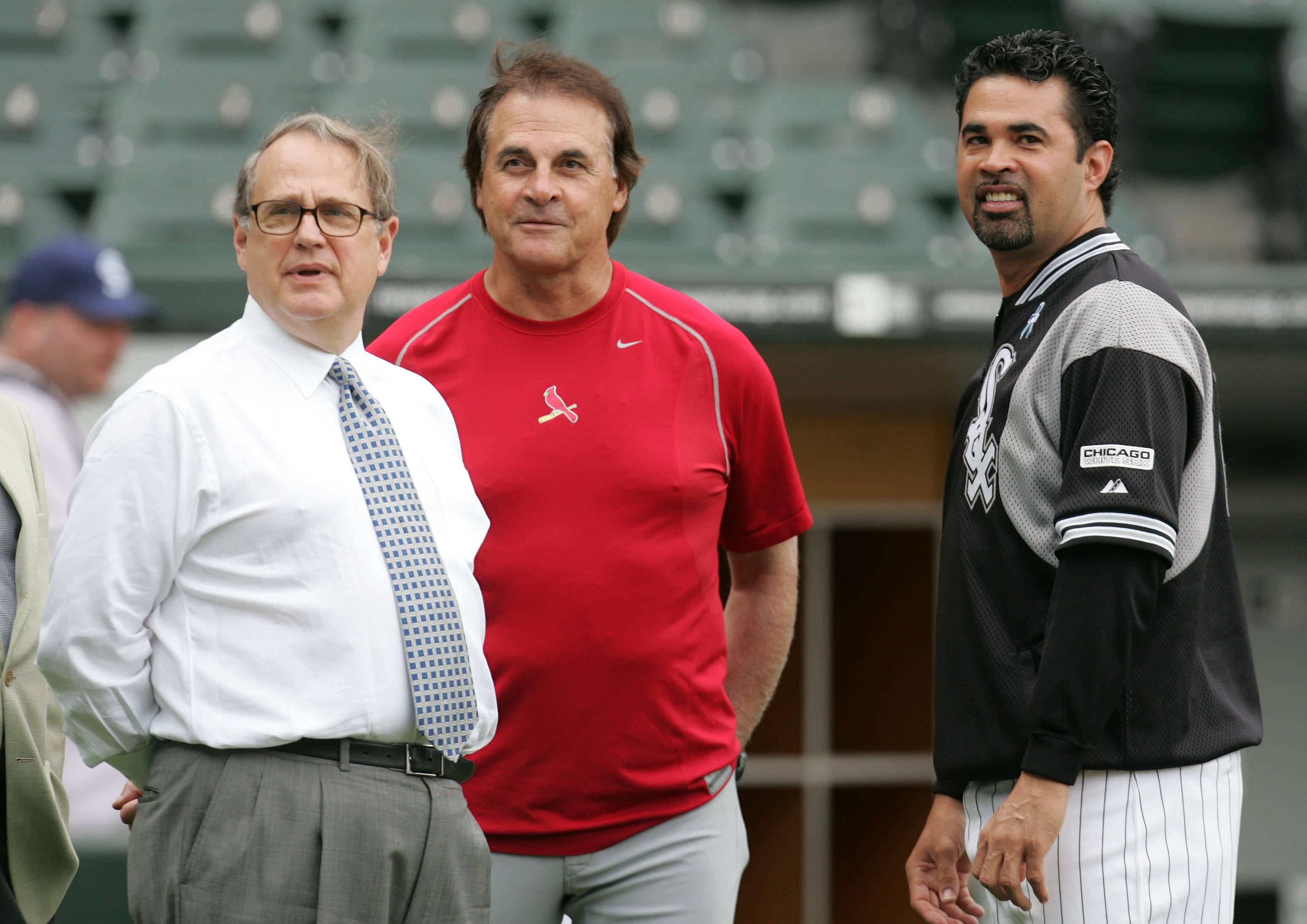 Jerry Reinsdorf, Tony La Russa and Ozzie Guillen visit before a game in 2006.