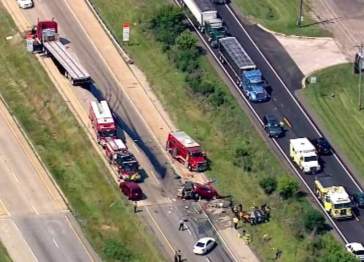 Five people are confirmed dead and several others are injured after two accidents on I-55 near Channahon.