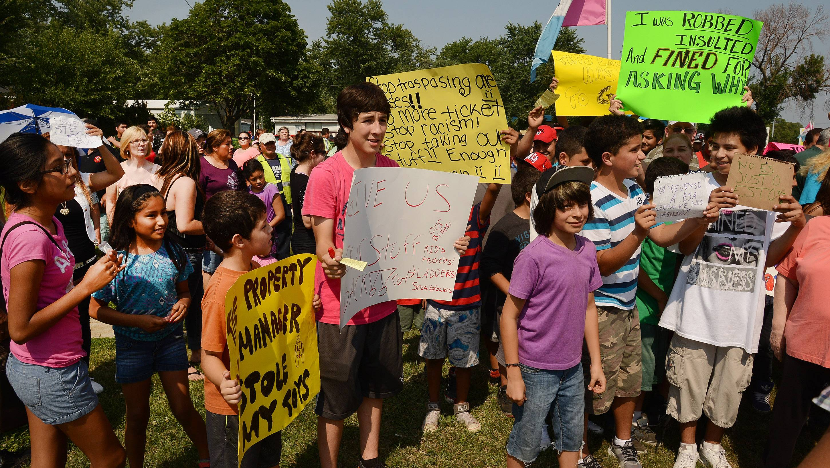 Residents of the Blackhawk Estates mobile home park near Des Plaines on Monday protested what they said was mistreatment by management.