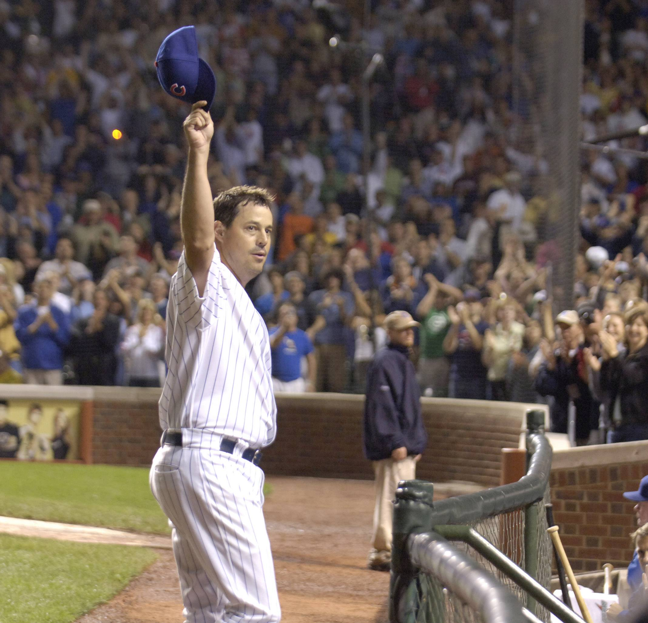 Cubs pitcher Greg Maddux acknowledges the crowd's cheers as he gets is 3,000th strikeout against Omar Vizquel of the Giants Tuesday.