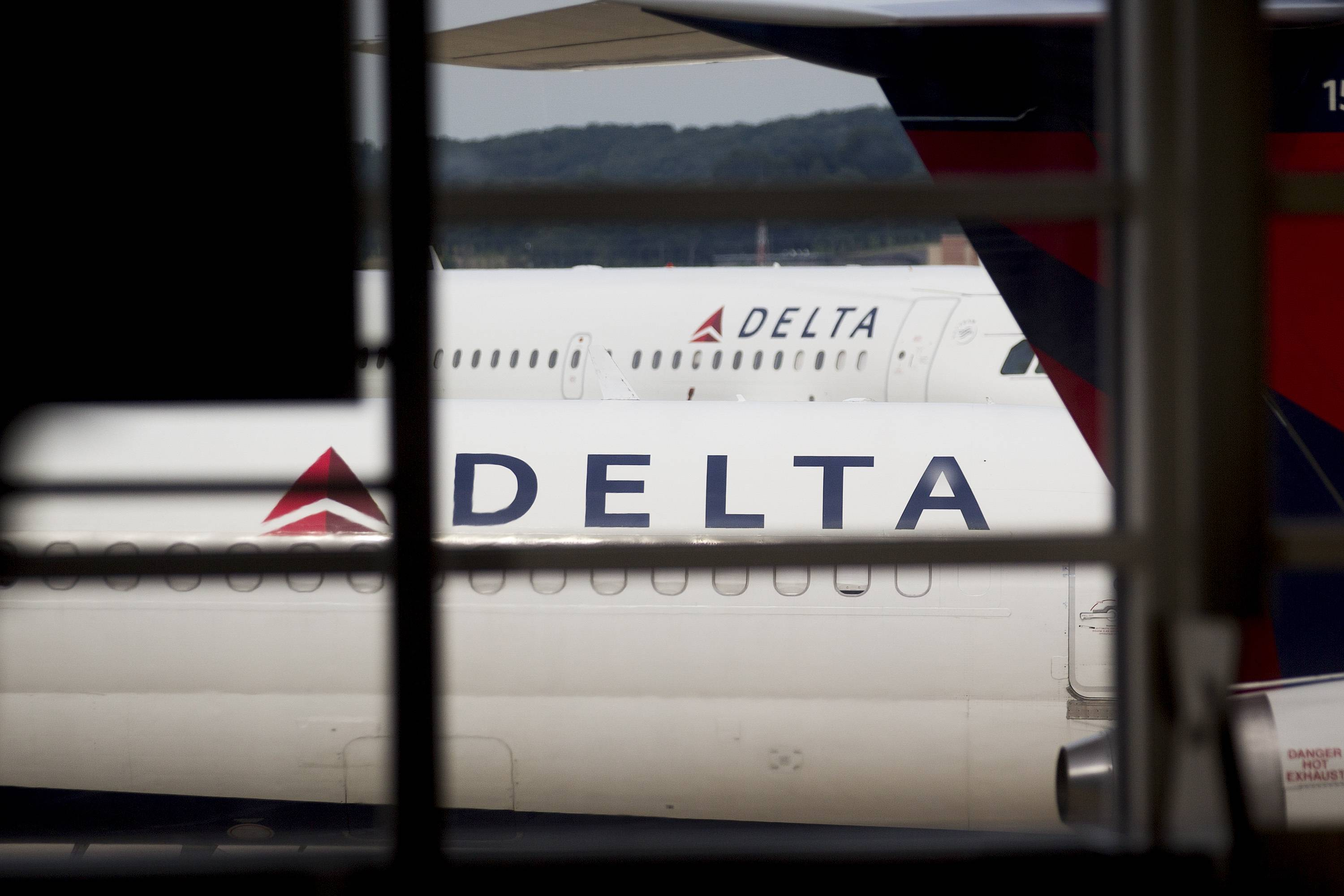 Delta Air Lines Inc. posted second- quarter profit that beat analysts' estimates as the U.S. carrier benefited from strong domestic demand.