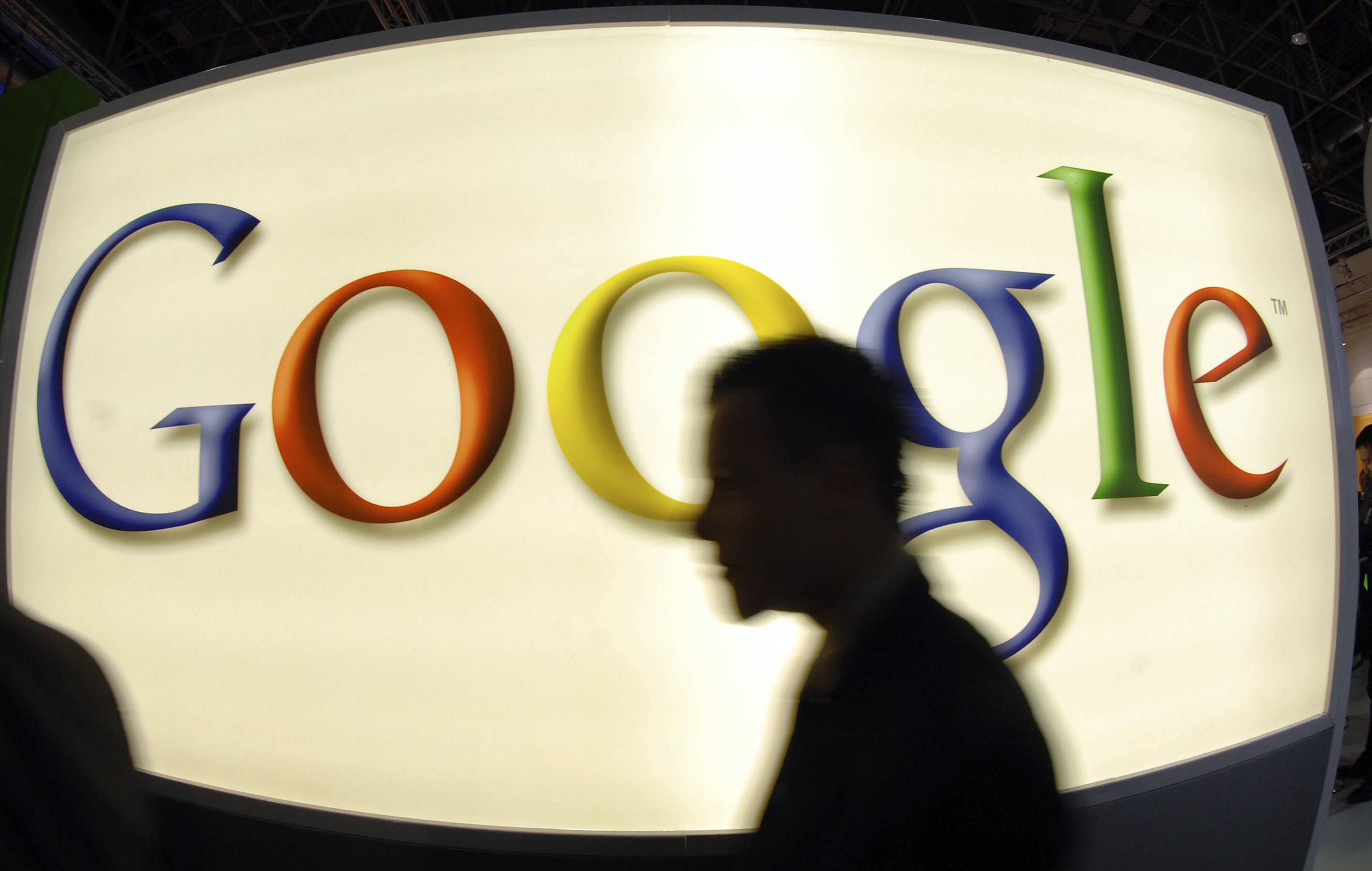 Google Inc. risks a fresh round of criticism after its attempts to apply a court ruling giving citizens the right to be forgotten backfired, Ireland's data watchdog said ahead of an industry summit with European Union privacy chiefs.
