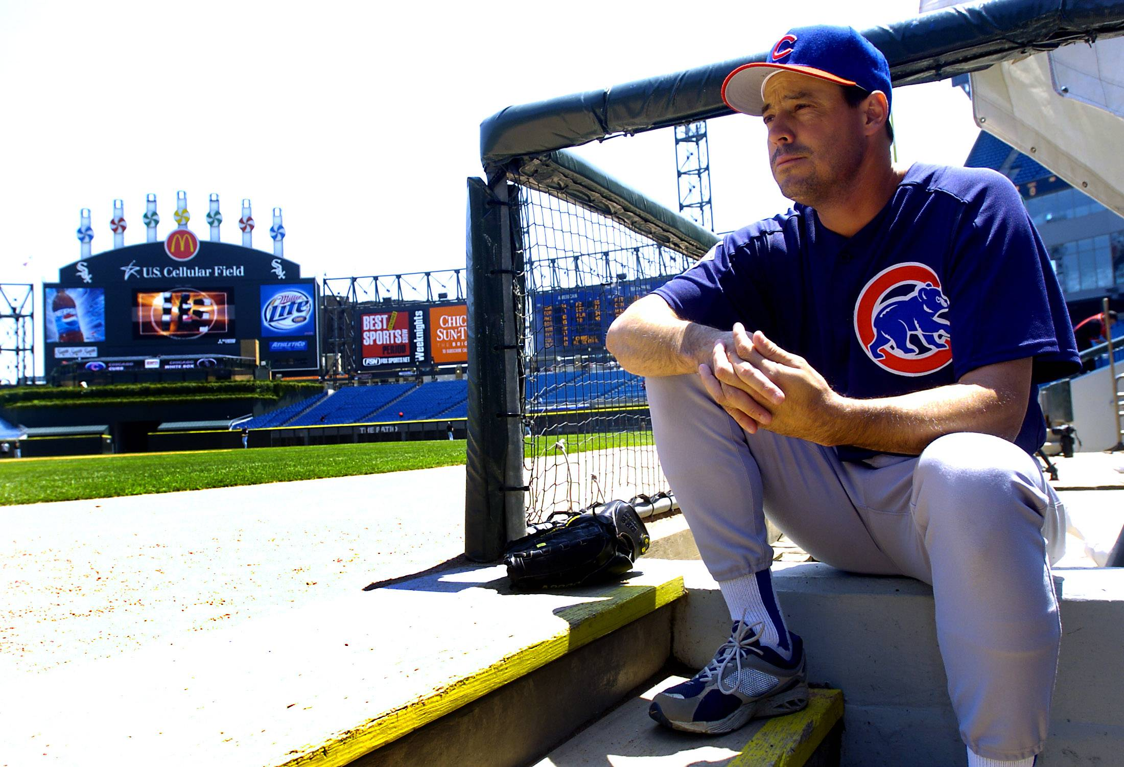 Mark Welsh/2006 Cubs Greg Maddux takes a moment before 2006 Chicago White Sox and Cubs game.