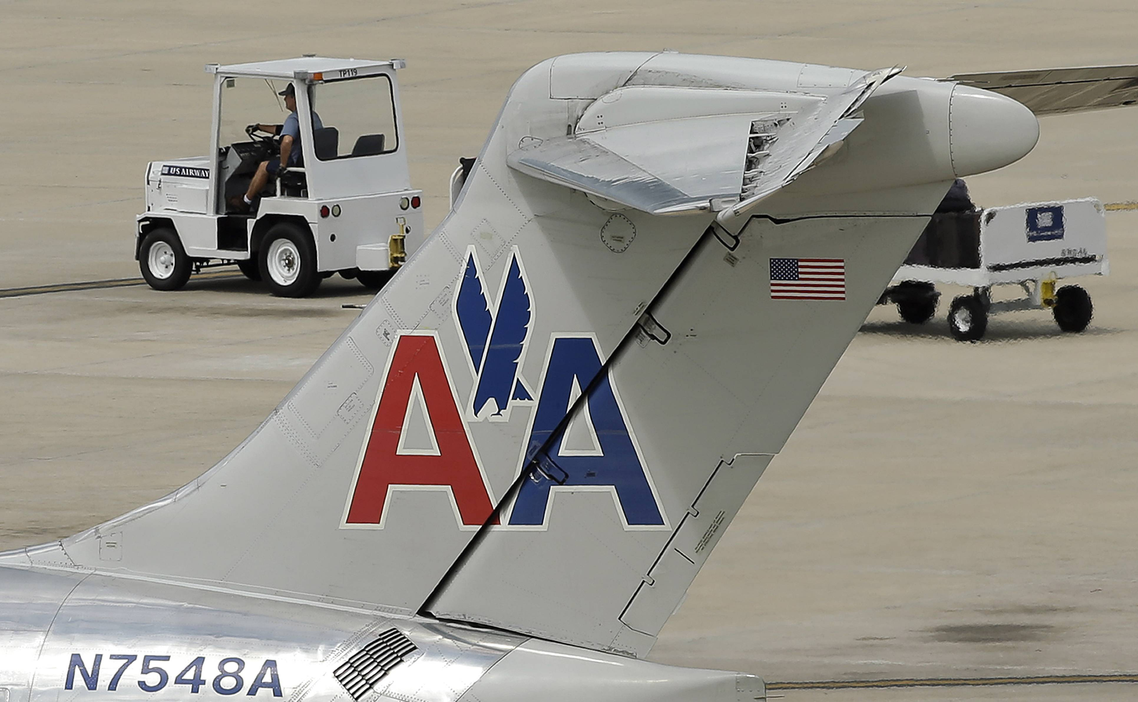 American Airlines says it will pay its first dividend since 1980.
