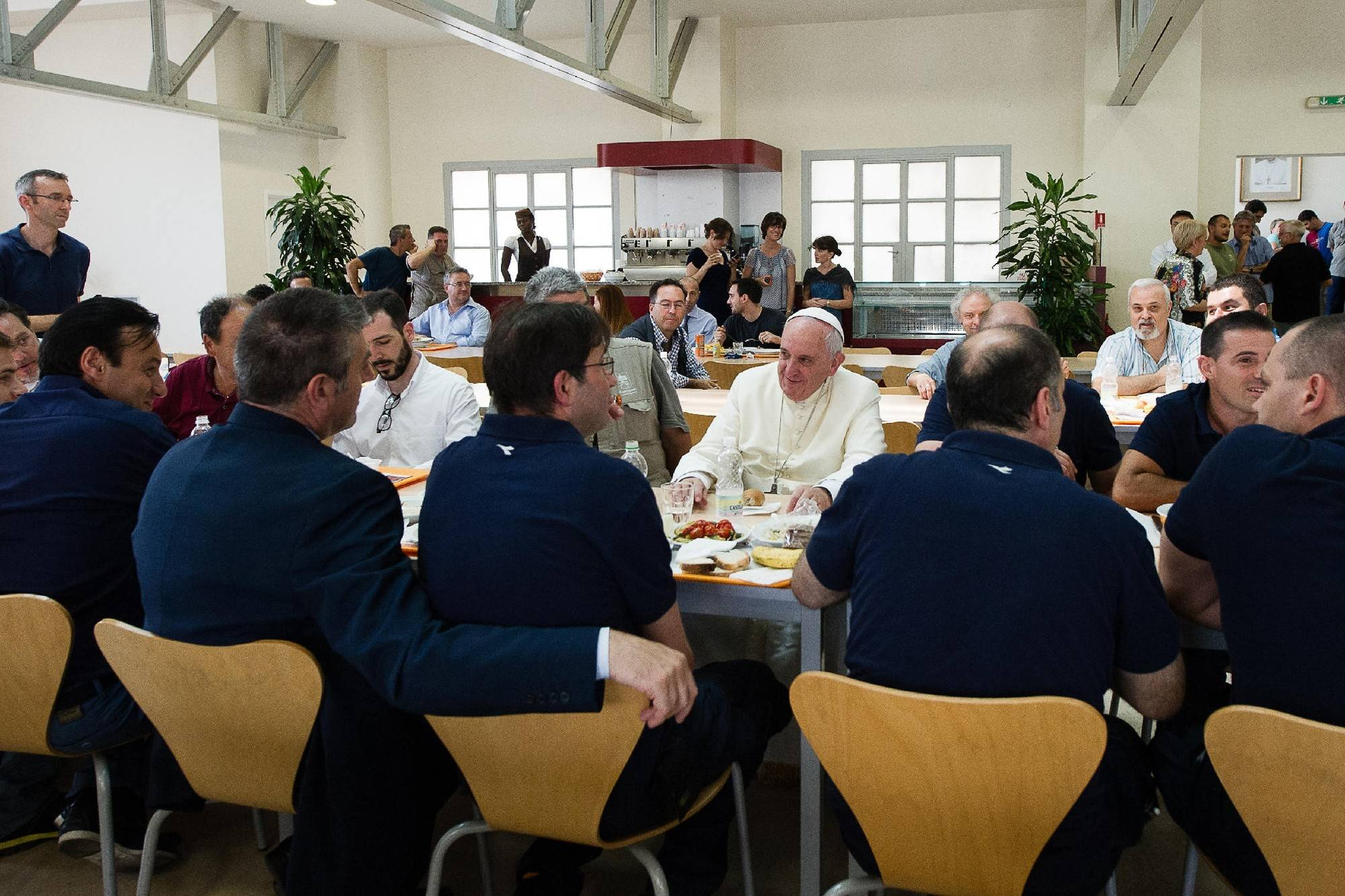 Associated Press Pope Francis popped in unannounced at the Vatican workers' cafeteria Friday and lined up, tray in hand, along with stunned diners.