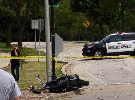 A Hoffman Estates man died in a motorcycle crash Monday afternoon in Schaumburg.