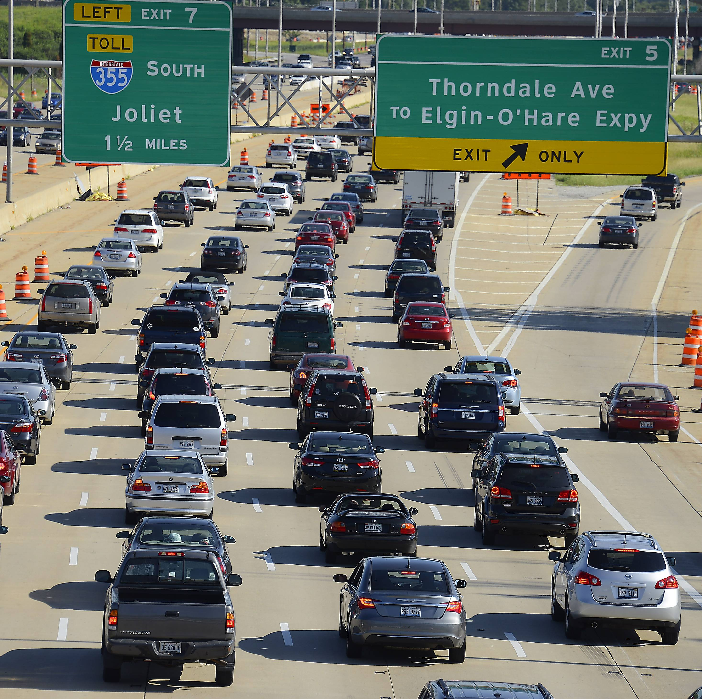 Construction continues as heavy traffic flows on I-290/53 southbound toward the Thorndale exit in the Elk Grove Village area.