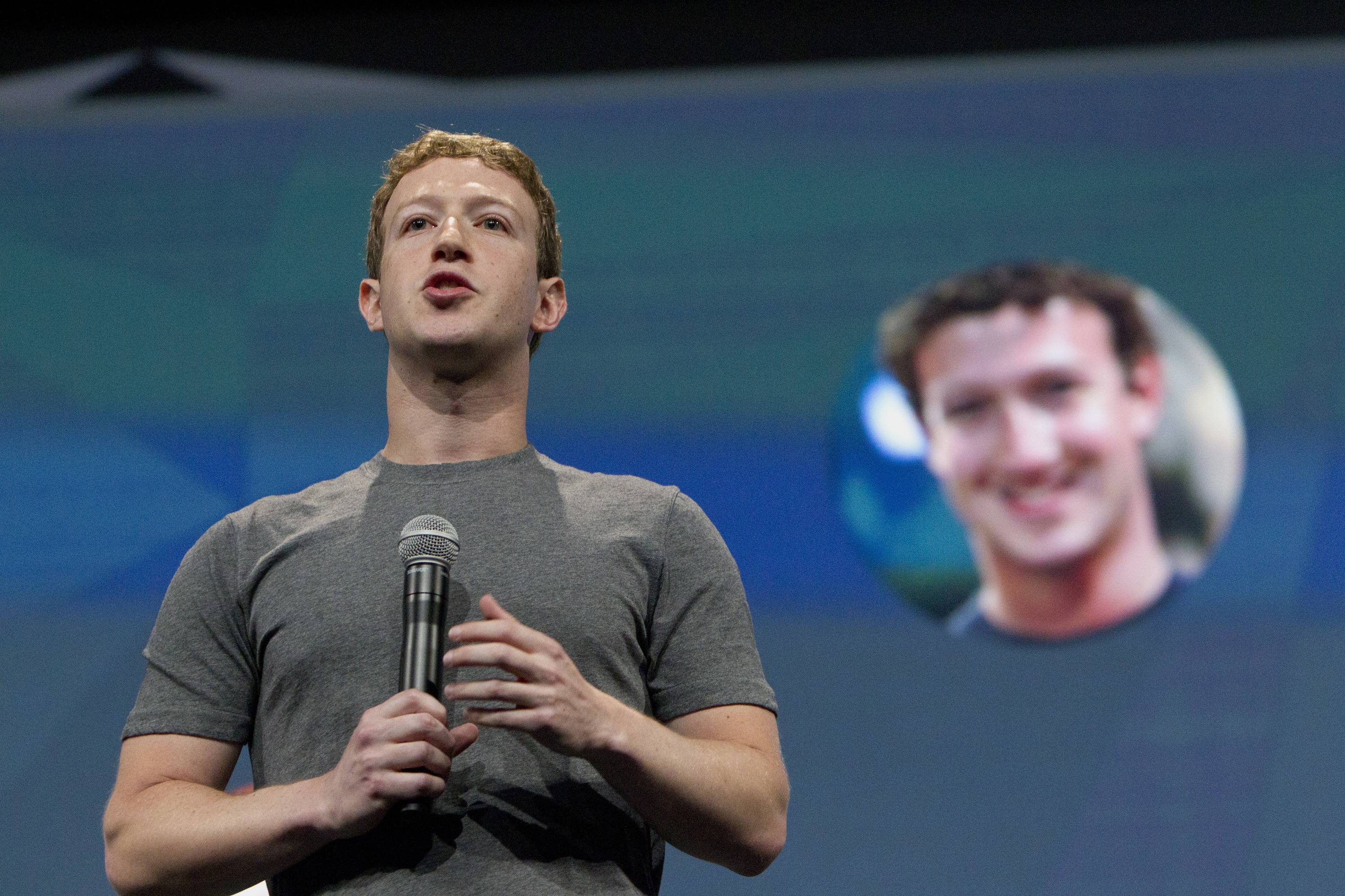 Mark Zuckerberg, chief executive officer of Facebook Inc.,The U.S. should investigate whether Facebook Inc.'s tracking of users' Web browsing activities violates an agreement with the government to ensure people's privacy, an advocacy group said.