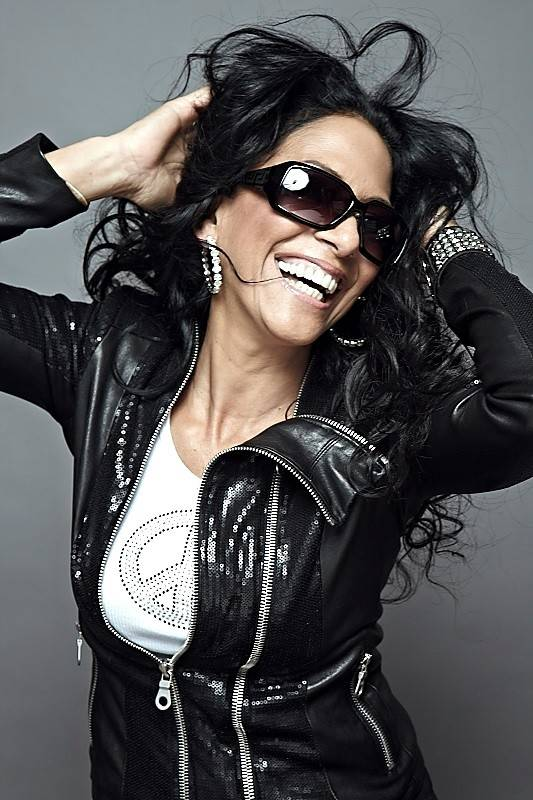 Sheila E., the accomplished pop singer and drummer, will perform in Chicago next week.