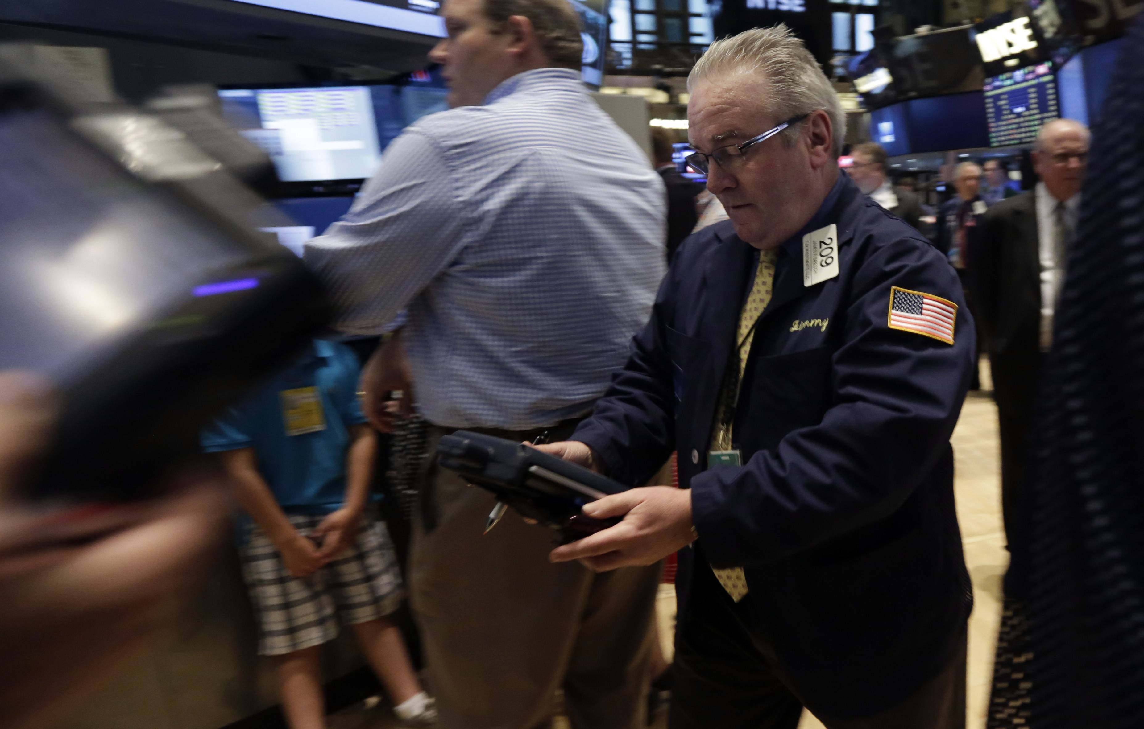 U.S. stocks were little changed Wednesday as data showing better-than-forecast economic growth was offset by weaker earnings and the Federal Reserve's decision to keep trimming asset purchases.