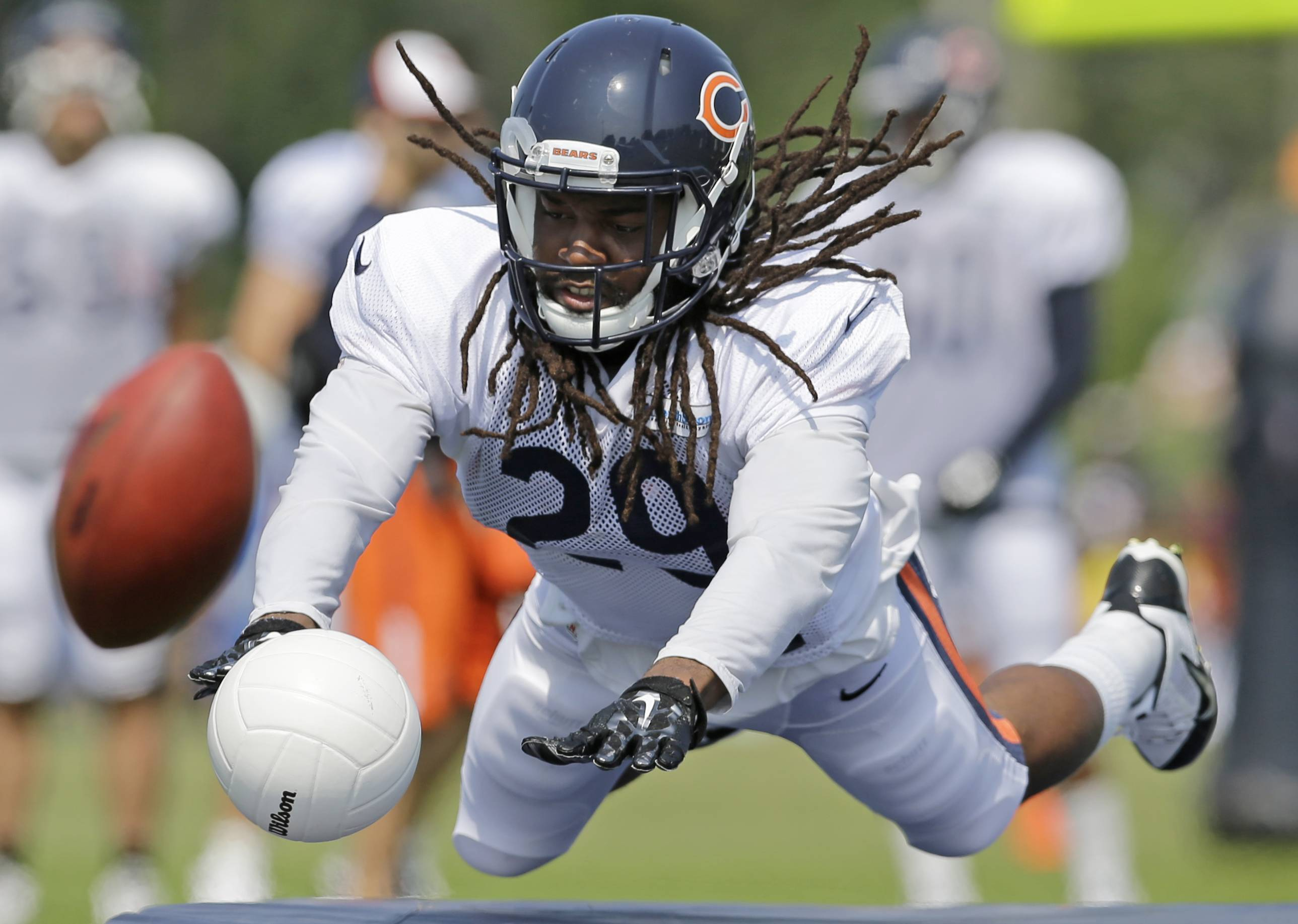 Bears safety Danny McCray blocks a ball during Wednesday's training-camp workout, when he was paired on the first team with fellow newcomer Ryan Mundy.