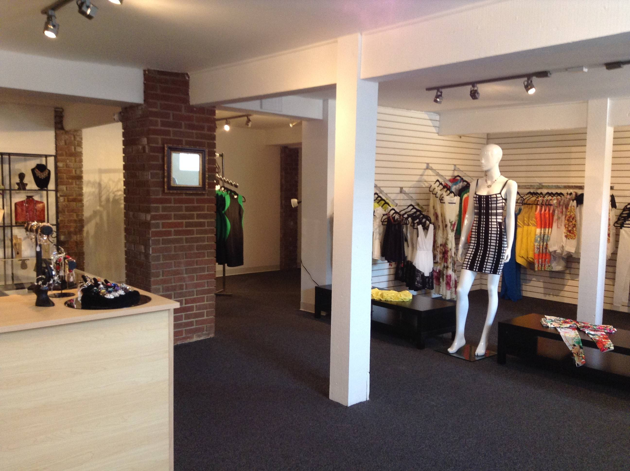 Glen Ellyn's new women's clothing and jewelry store, e & e aubé Designs, located at 477 Forest Ave, will offer clothes as well as handmade jewelry.