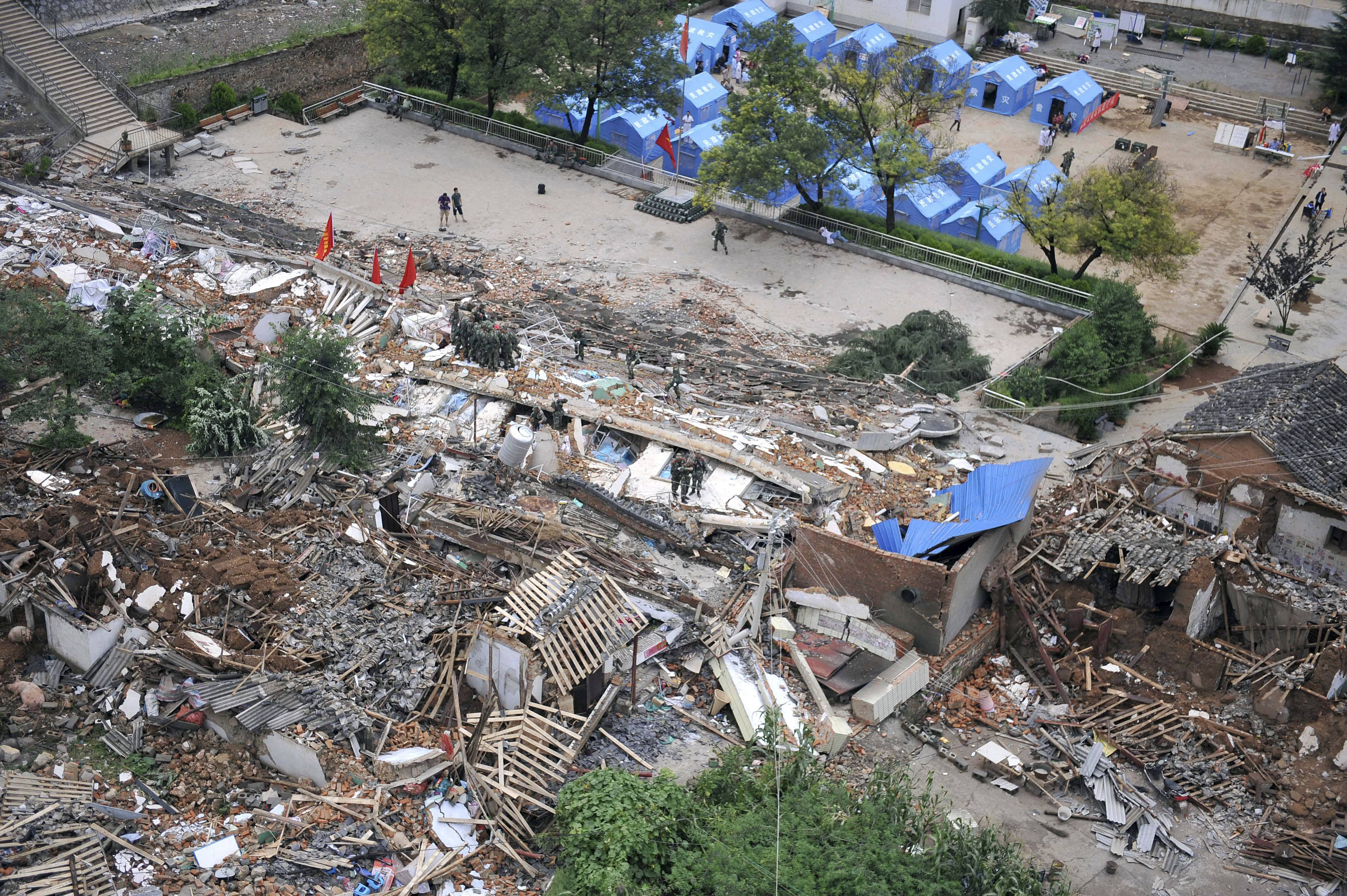 Death toll from quake in south China rises to 398