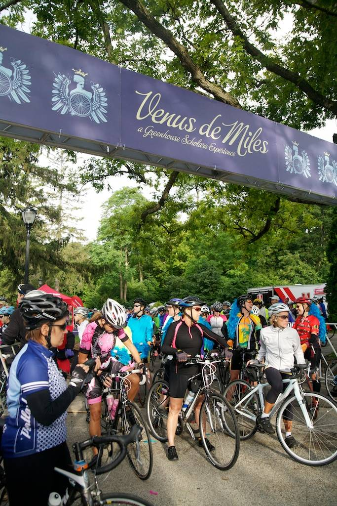 Riders line up for the 2013 Venus de Miles in Lake Forest, ILGreenhouse Scholars