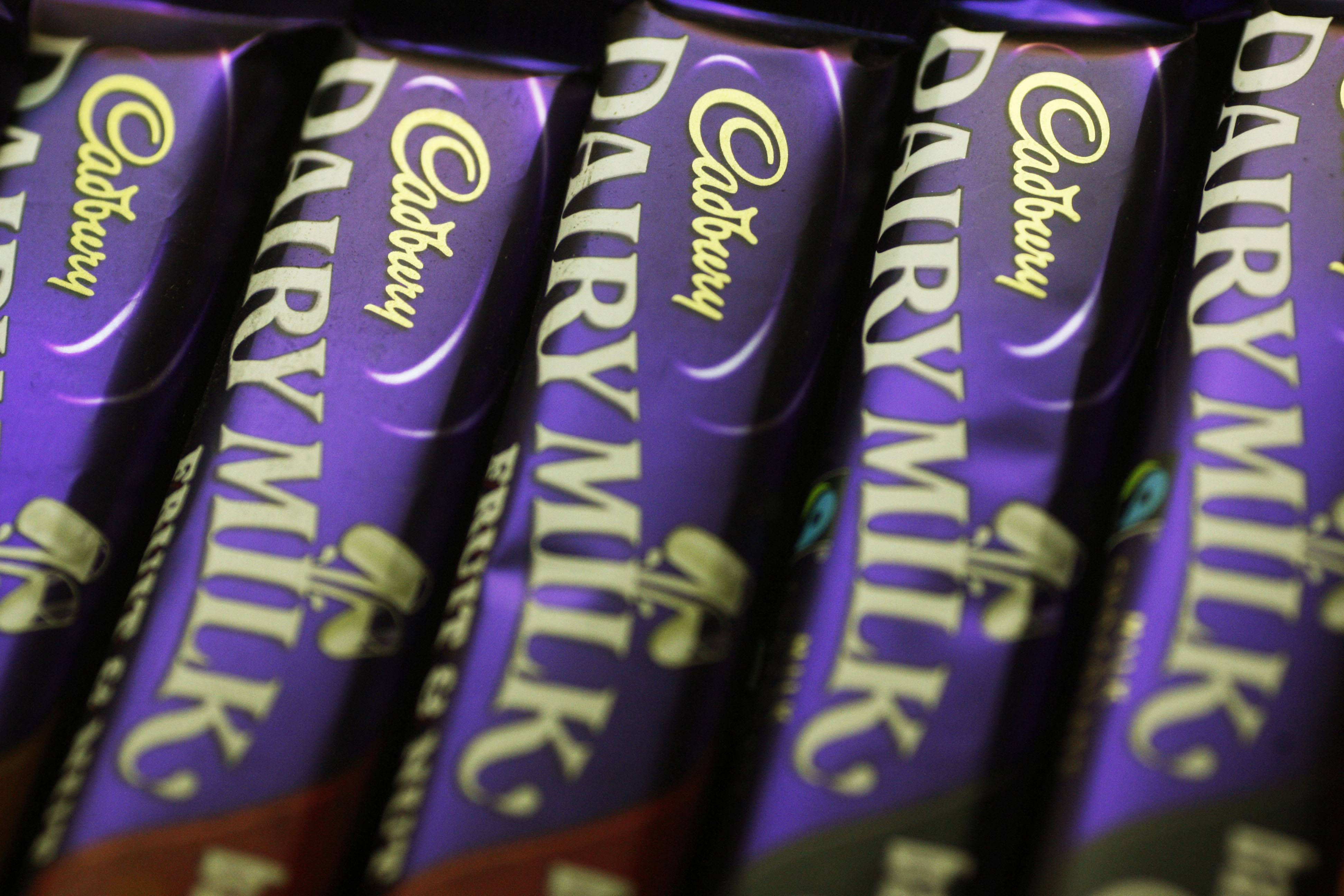 Mondelez International Inc. reported quarterly sales Wednesday that fell short of Wall Street expectations. The Deerfield-based company also trimmed its sales forecast for the year.