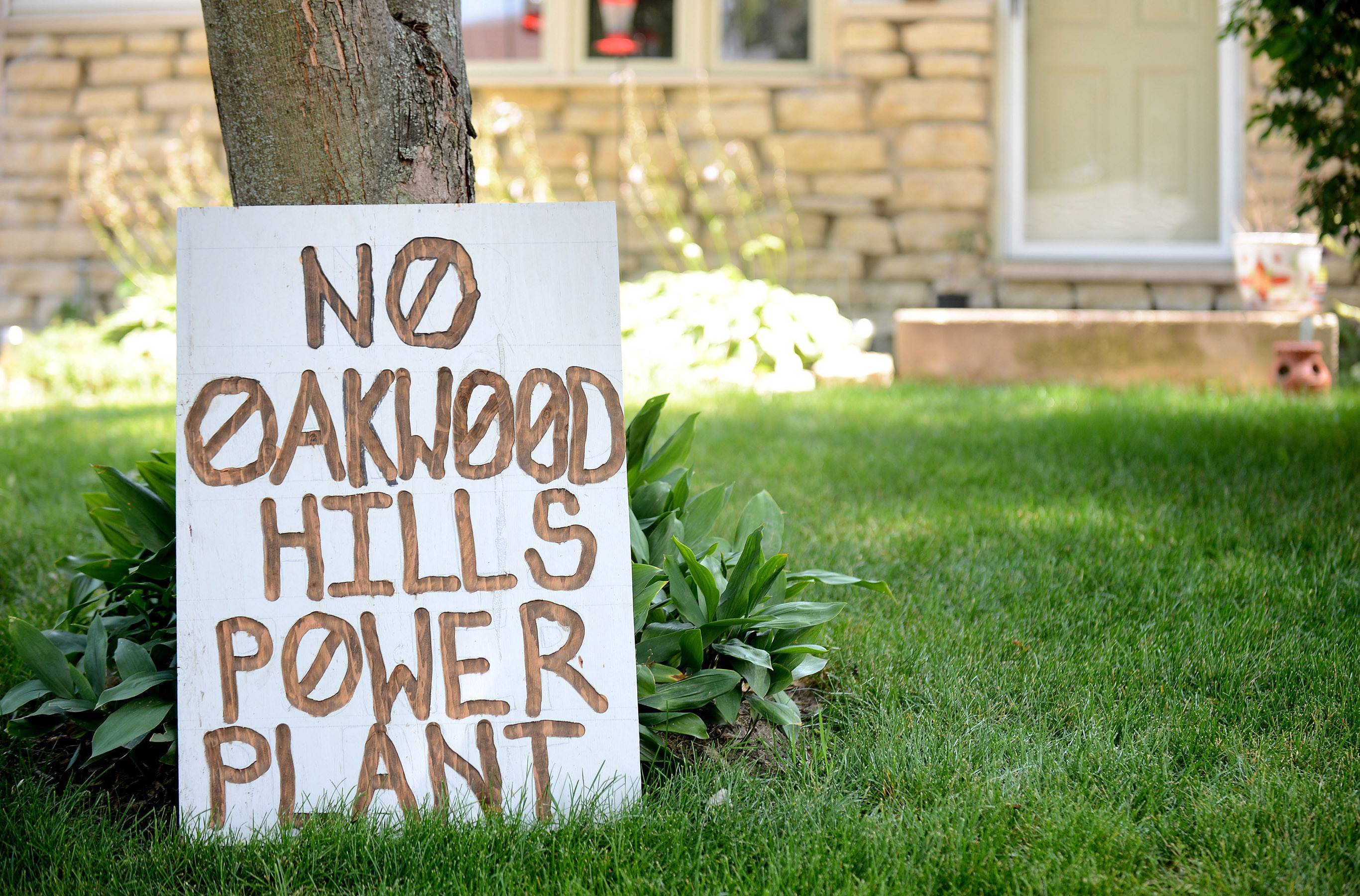 Hundreds of Oakwood Hills residents opposed to a proposed power plant have posted signs on their lawns, like this one on Greenview Road.