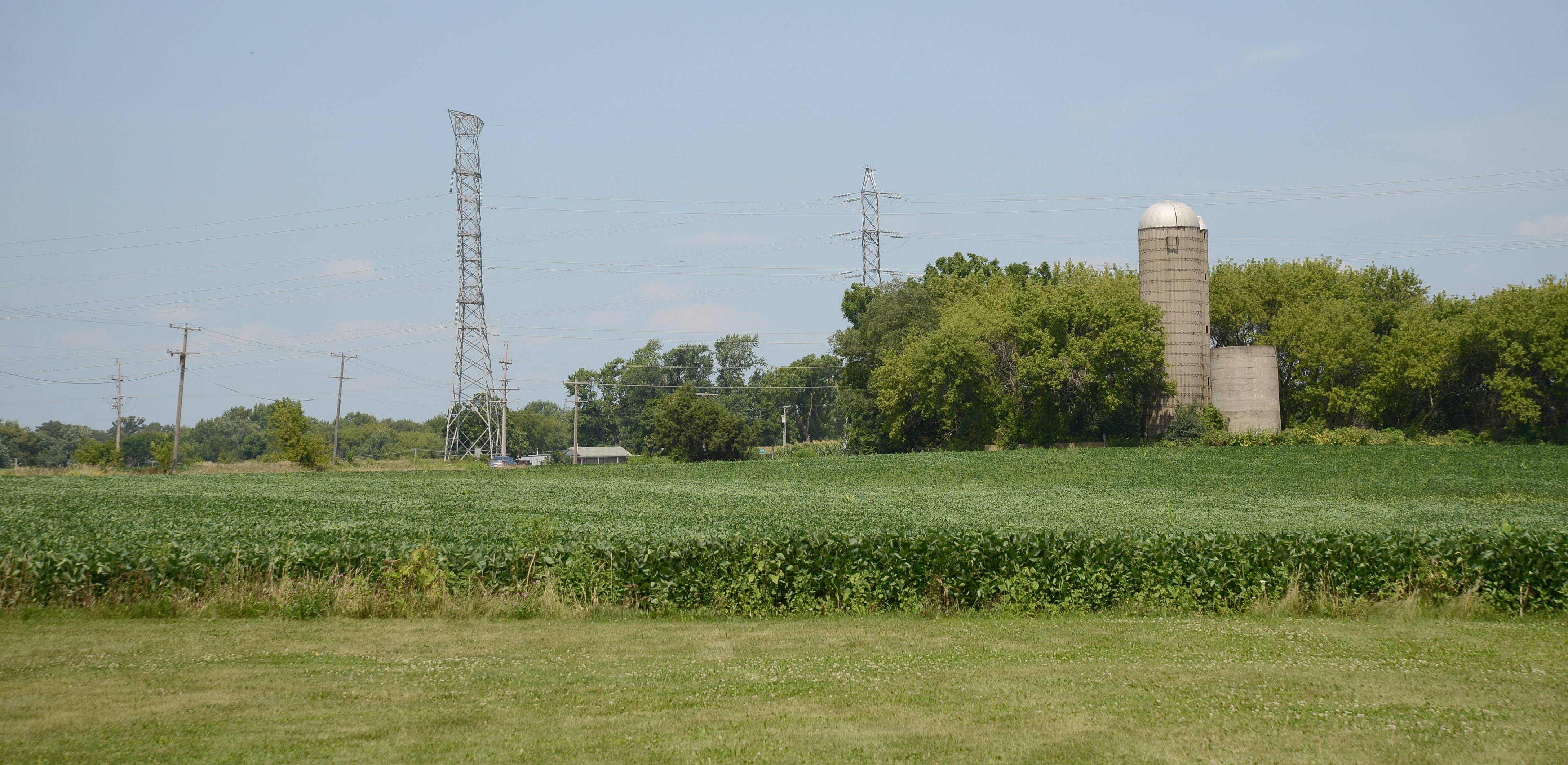 The idyllic town of Oakwood Hills in McHenry County is facing its first major controversy with a proposed power plant that has riled up residents.