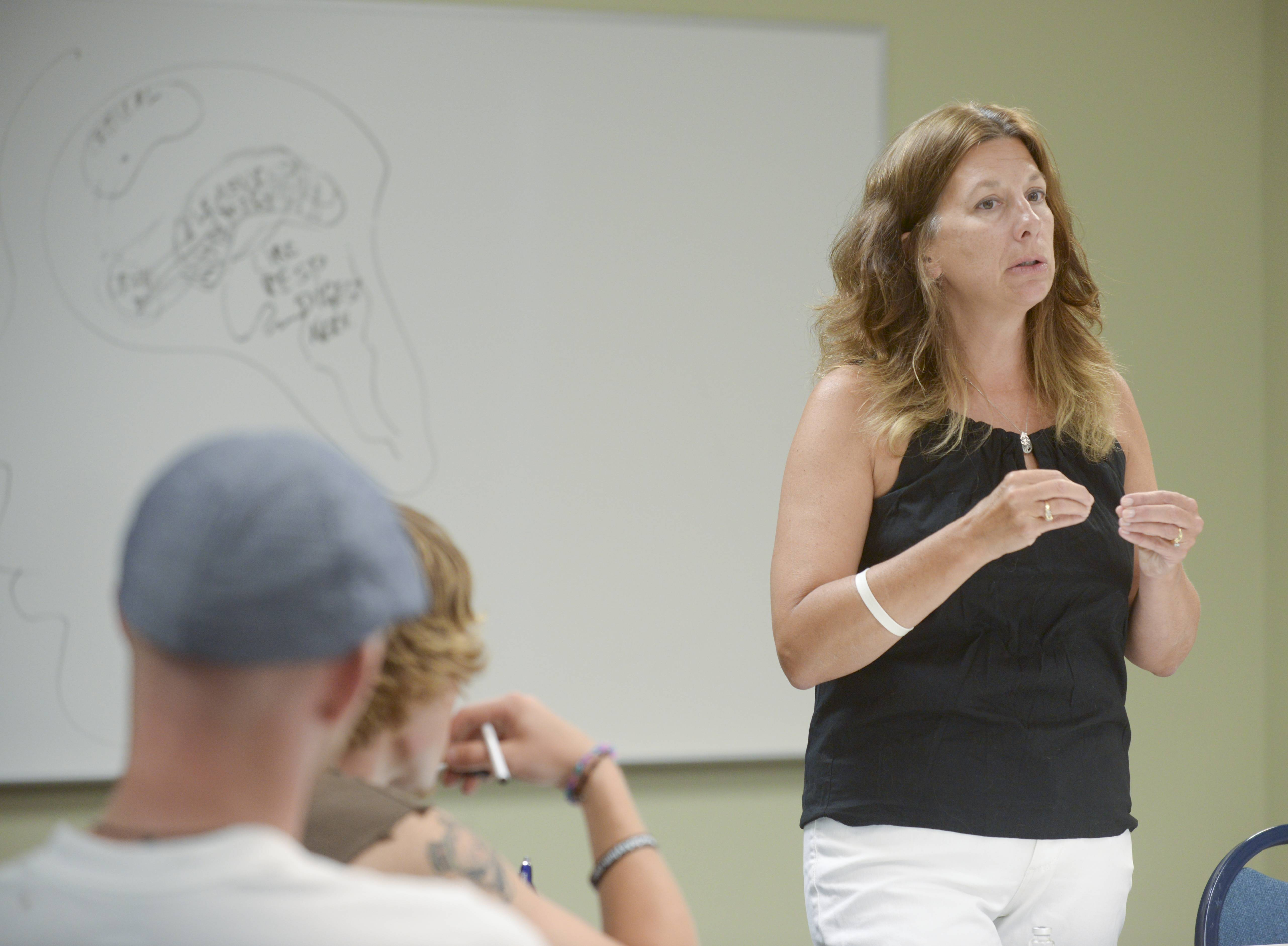 Caroline Kacena of Naperville, whose son died from a heroin overdose, teaches a class Thursday about heroin addiction and how to use Naloxone to stop an overdose.