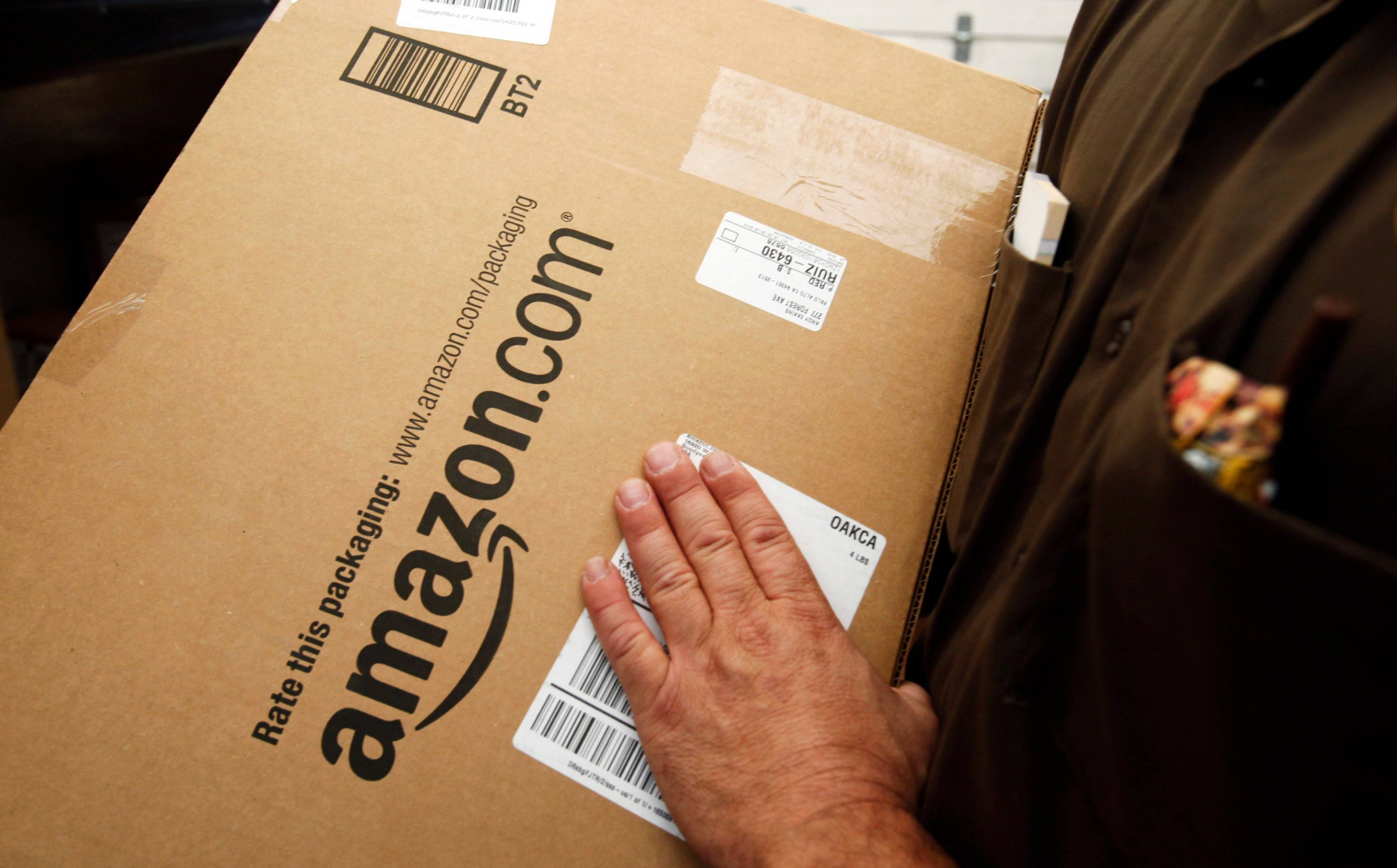 Amazon.com is giving special privileges to companies that sell their wares directly through its online store, according to a new study.