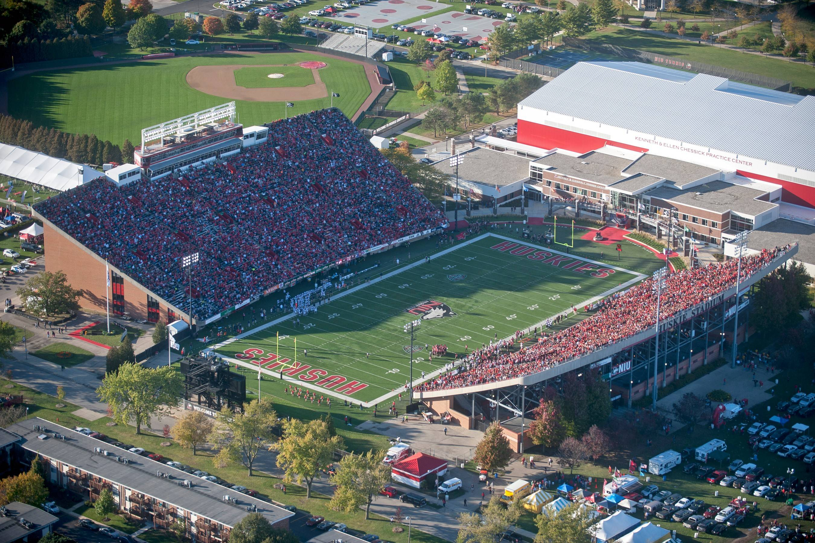 Northern Illinois University football games will be carried this fall on WIND 560-AM, school officials announced Monday.