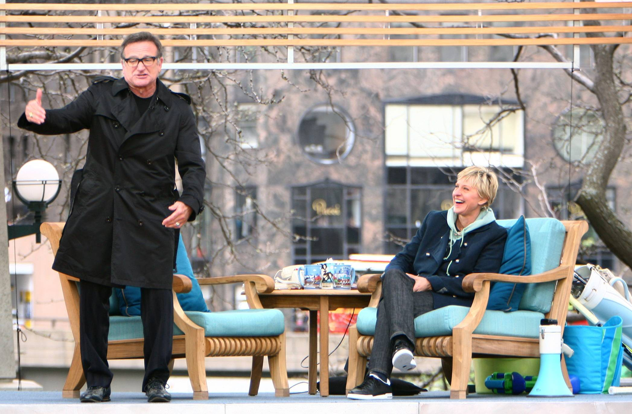 "In this photo released by Warner Bros., Chicago native Robin Williams, left, is seen during a taping of ""The Ellen DeGeneres Show"" at Pionner Court in the heart of downtown Chicago on Saturday, May 3, 2008."