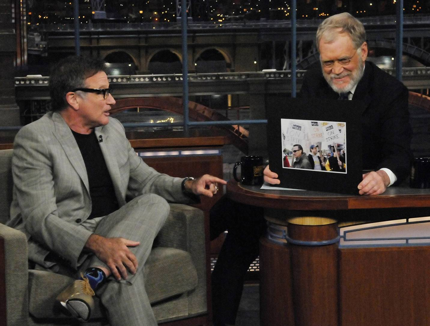 "In this photo released by CBS, Actor Robin Williams appears on the ""Late Show with David Letterman,"" Jan. 2, 2008 in New York. The photo that Letterman is holding up shows Williams on the picket line with the Stangel Brothers, who are ""Late Show"" writers."